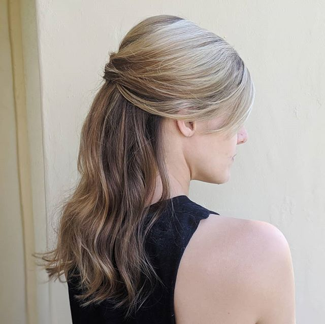 The perfect style for hair that won't hold curl. Elegant, simple, and timeless. ✨ . . . #bellinghamweddings #weddinghair #bridalhair #bridesmaidhair #pnwwedding #lairmontmanor #weddinghairstyle #bridalbeauty #hairideas #vancouverhairstylist #vancouverwedding #updo #updoideas #seattlewedding #vancouverweddings #bellinghamwedding #bride #hairideas #halfuphalfdown #bellinghamhairstylist #seattlehairstylist
