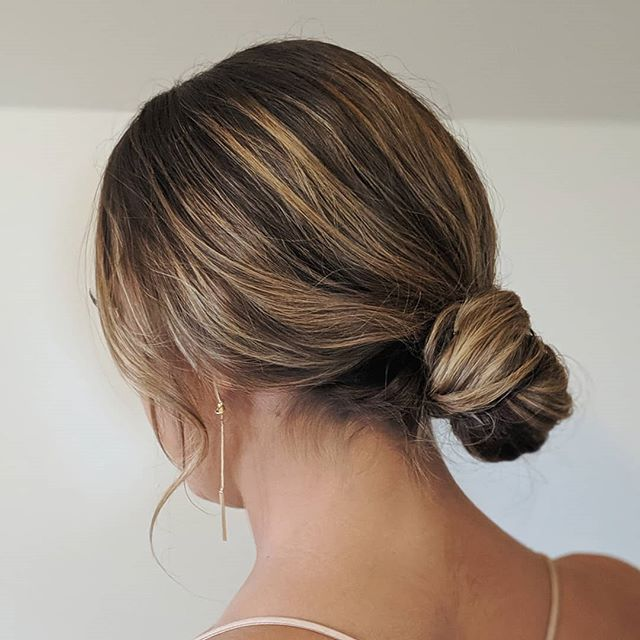 All the bridesmaids at last weekend's wedding had their hair styled into low buns and I wasn't mad about it one bit. 😍 . . . #bellinghamweddings #weddinghair #bridalhair #bridesmaidhair #pnwwedding #lairmontmanor #weddinghairstyle #bridalbeauty #hairideas #vancouverhairstylist #vancouverwedding #updo #updoideas #seattlewedding #vancouverweddings #bellinghamwedding #bride #hairideas #halfuphalfdown #bellinghamhairstylist #seattlehairstylist