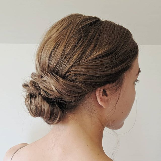 Simple and chic. 💛 . . . #bellinghamweddings #weddinghair #bridalhair #bridesmaidhair #pnwwedding #lairmontmanor #weddinghairstyle #bridalbeauty #hairideas #vancouverhairstylist #vancouverwedding #updo #updoideas #seattlewedding #vancouverweddings #bellinghamwedding #bride #hairideas #halfuphalfdown #bellinghamhairstylist #seattlehairstylist #lairmontmanor