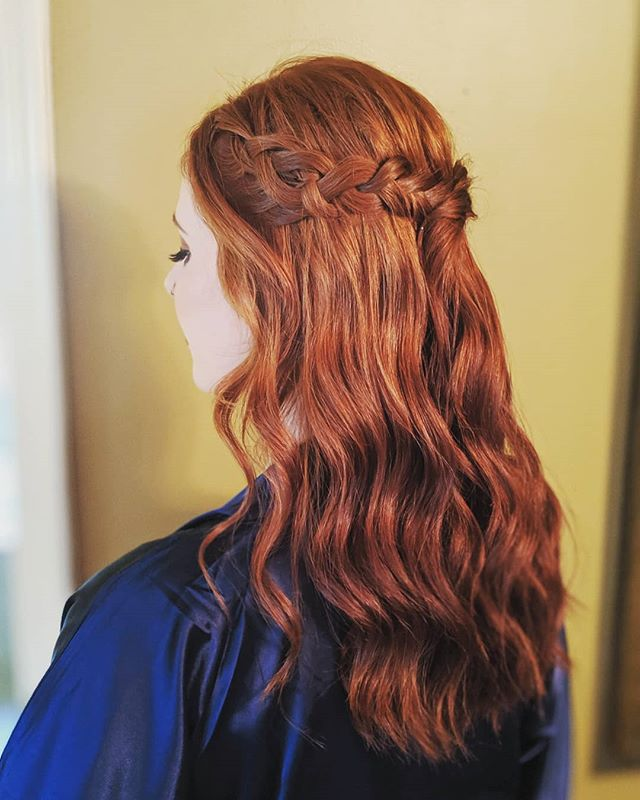 Can't get enough of this natural red hair + beach waves. 💕 . . . #bellinghamweddings #weddinghair #bridalhair #bridesmaidhair #pnwwedding #lairmontmanor #weddinghairstyle #bridalbeauty #hairideas #vancouverhairstylist #vancouverwedding #updo #updoideas #seattlewedding #vancouverweddings #bellinghamwedding #bride #hairideas #halfuphalfdown #bellinghamhairstylist #seattlehairstylist #semiahmoowedding #moondanceinn #blainewedding #pointrobertswedding