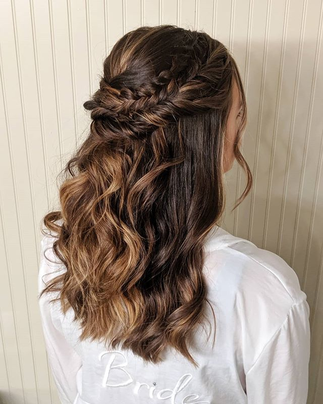 Saturday's beautiful bride. 😍 Swipe to the fourth photo to see her bridal trial. The style is the same, but look at how much her new highlights helped the detail in the braids and twists stand out! . . . #bellinghamweddings #weddinghair #bridalhair #bridesmaidhair #pnwwedding #lairmontmanor #weddinghairstyle #bridalbeauty #hairideas #vancouverhairstylist #brockhouserestaurant #vancouverwedding #updo #updoideas #seattlewedding #vancouverweddings #bellinghamwedding #bride #hairideas #halfuphalfdown #bellinghamhairstylist #seattlehairstylist #blainewedding #pointrobertswedding #semiahmoowedding