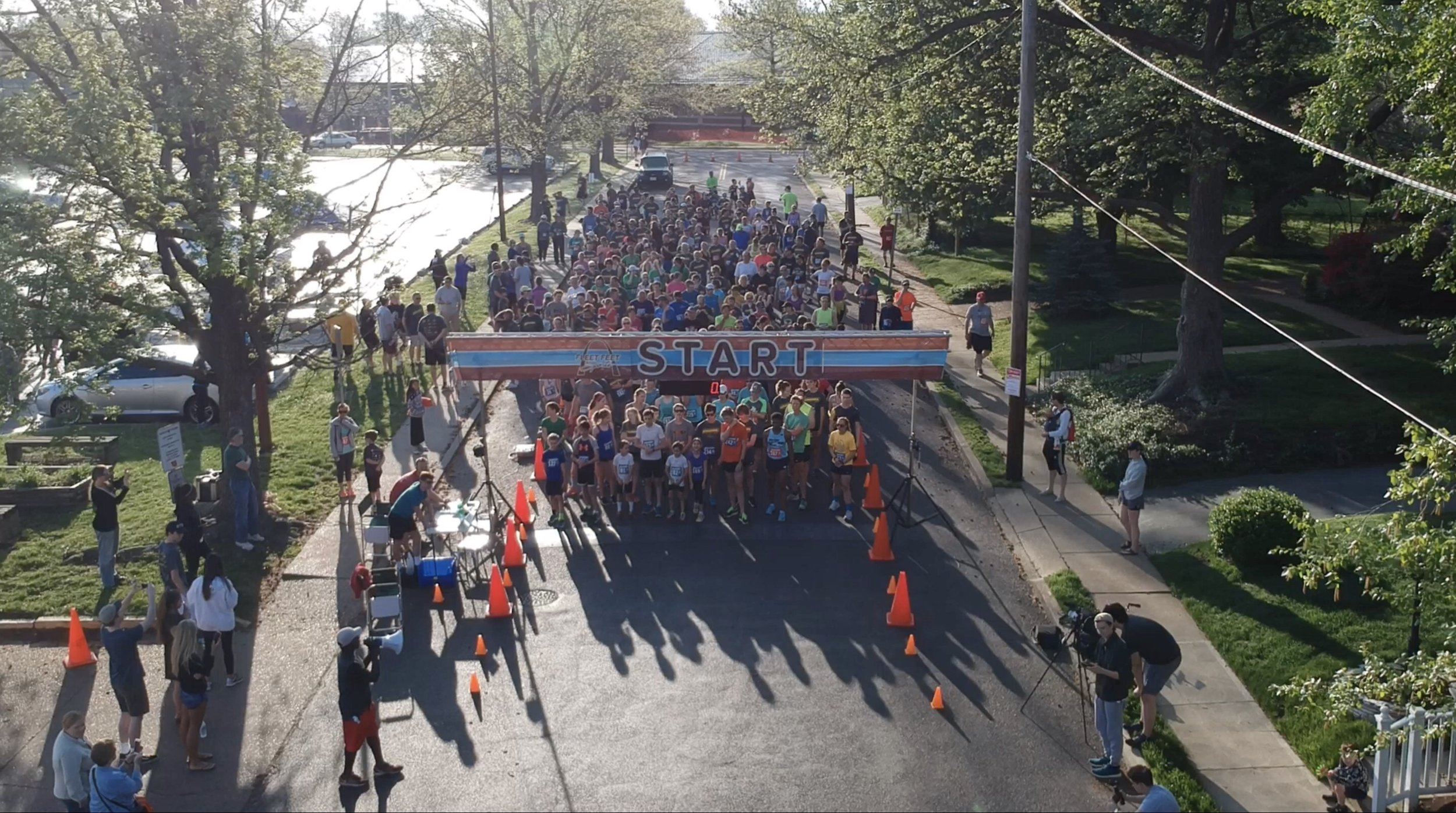 … and they're off! - Want to help make sure the Jim Schoemehl Run runs smoothly? Need some volunteer hours? Love being involved in community events?Sign up to volunteer at the run!