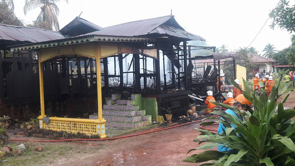 """ The 53 years old inheritance house at Serkam , Merlimau were burned down on 30 April 2018."""