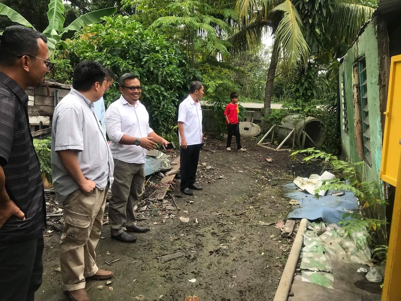 Group academy project director conducts a site inspection with YB Damien .