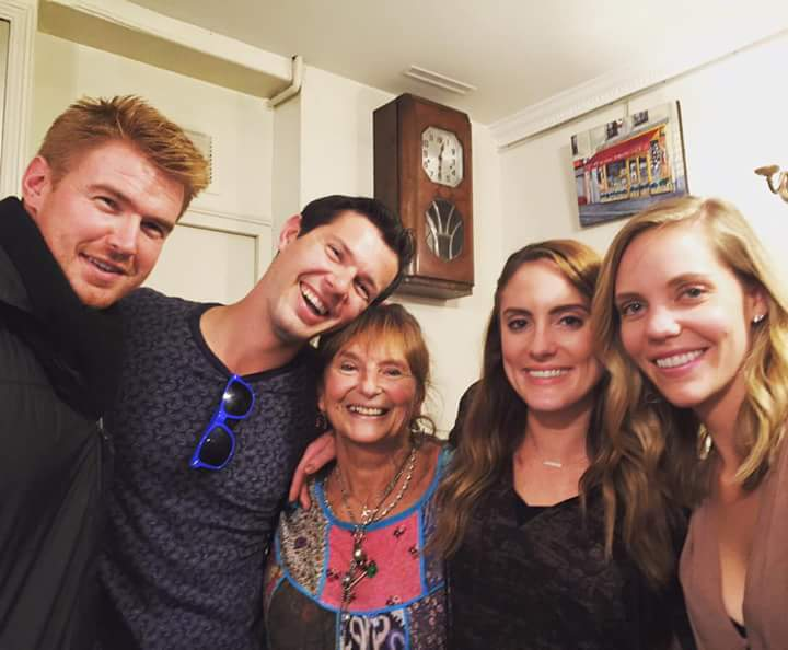 Left to Right: Aaron (Katie's friend from down unda), Me, Minelle (our charming performer), Katie, Kristen