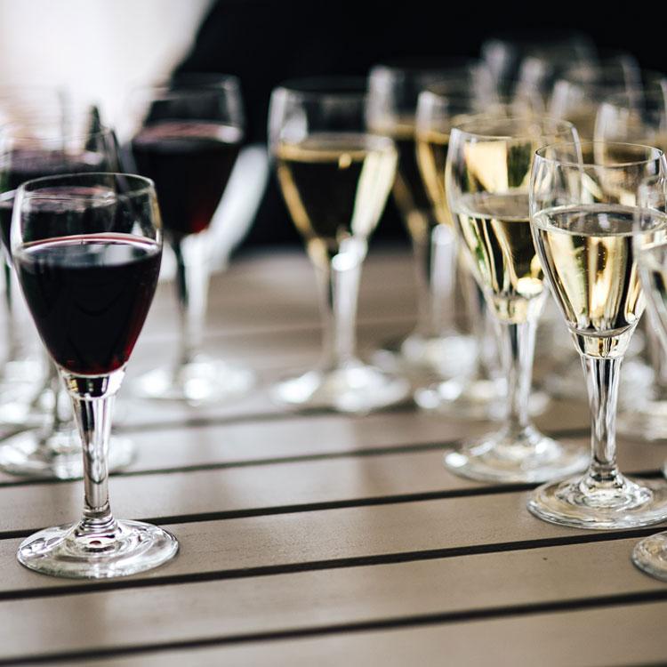 sydney-wine-centre-red-and-white-wine-glasses-750px.jpg