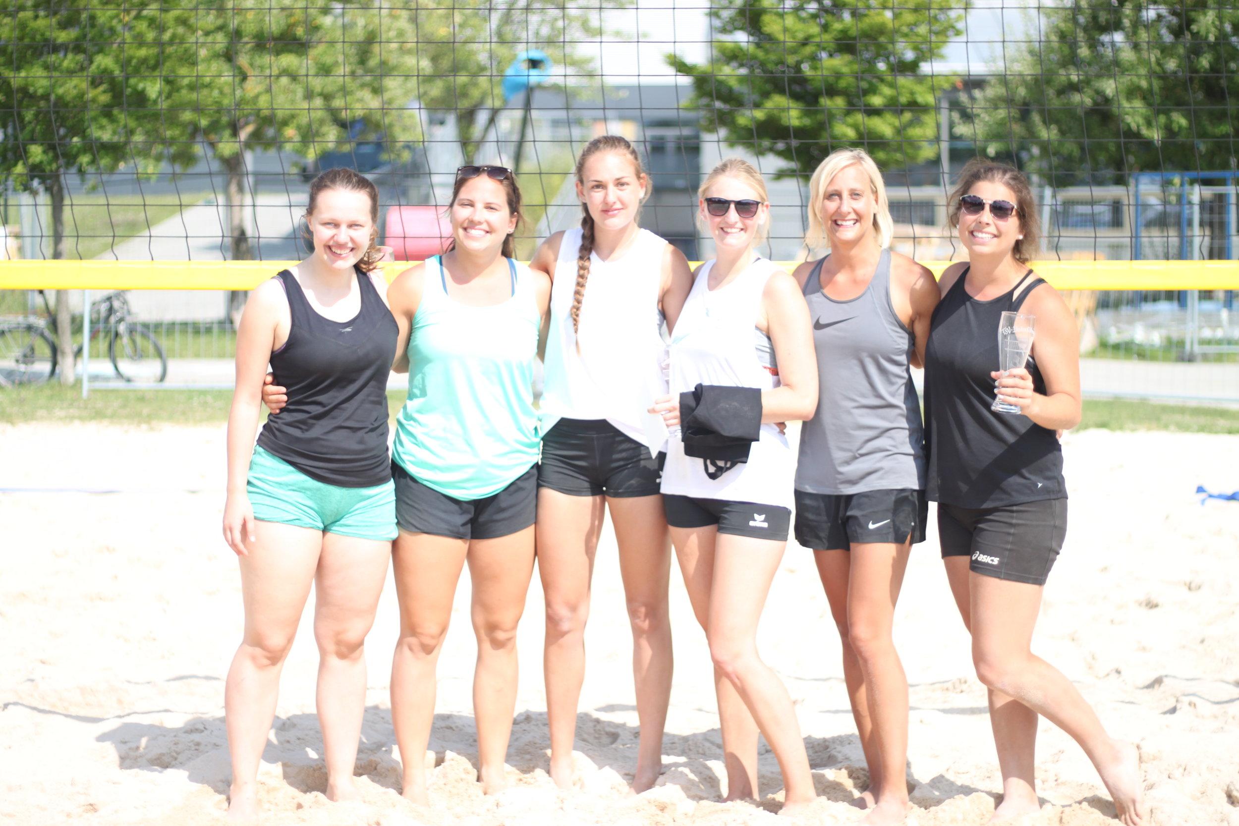 Die Siegerinnen von links:  Lea Strecker/Theresa Noack (Platz 2), Melinda Drechsel/Andrea Marschall (Platz 1), Jana Uhl/Ann-Kathrin Servatius (Platz 3)