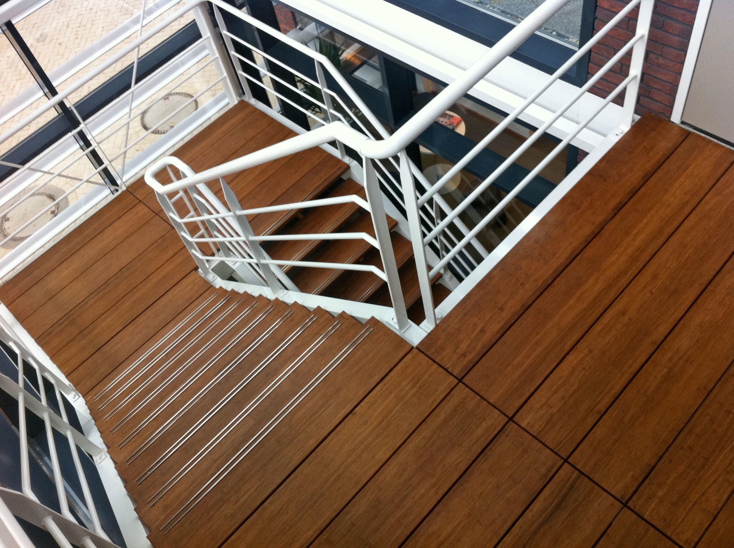 KOSA-bamboo-en-staal-trap.jpg