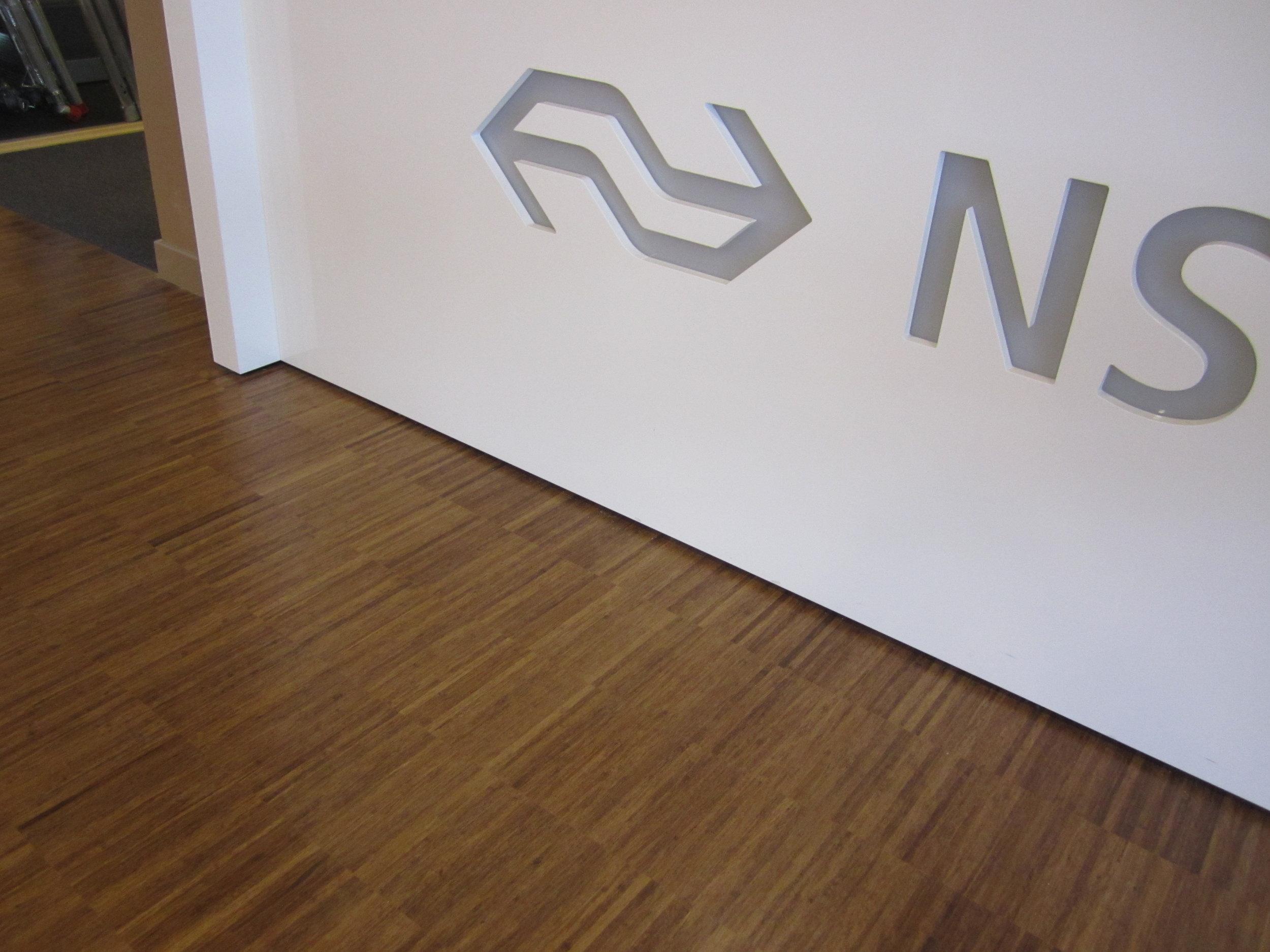 Bamboe vloer voor kantoor NS