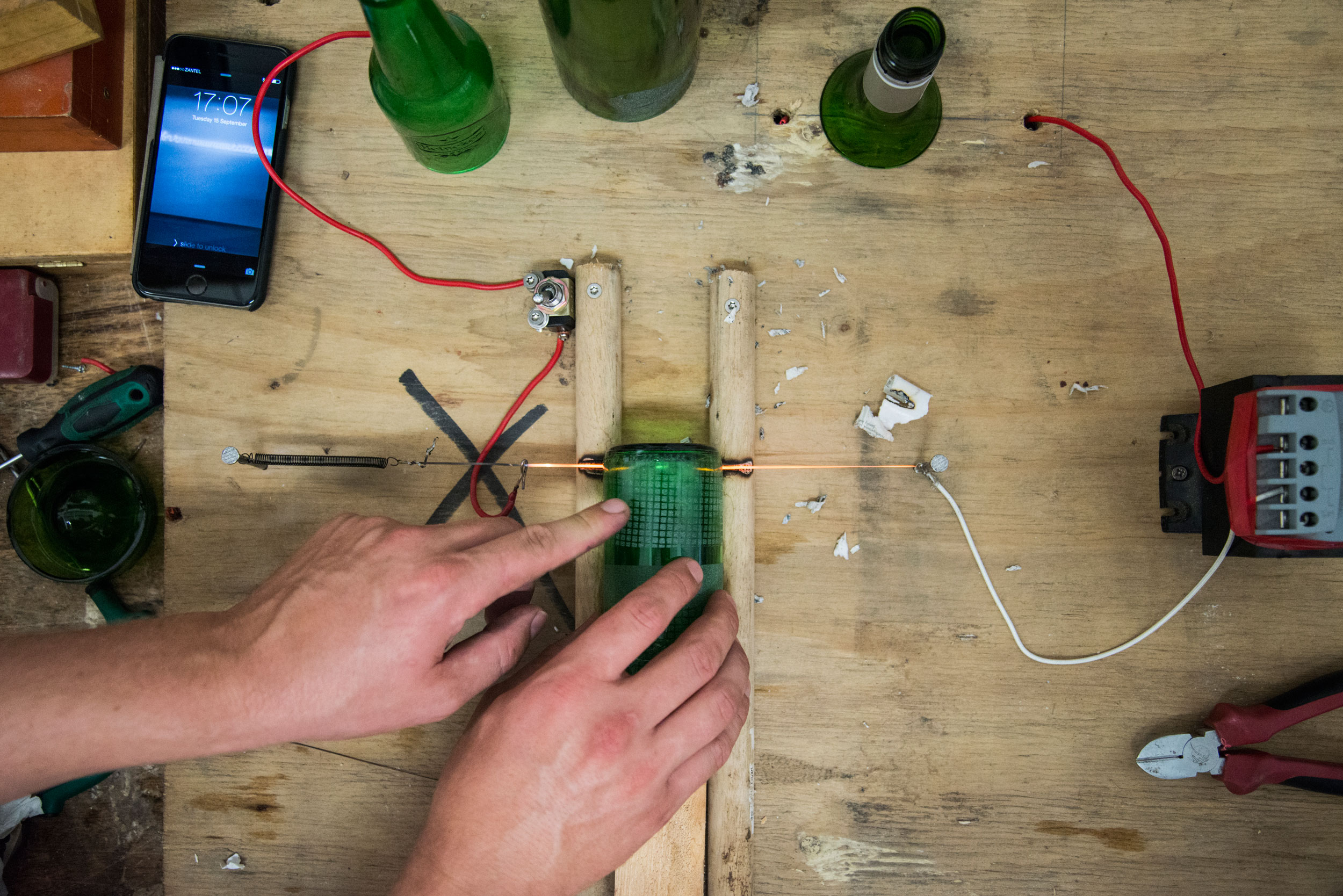 Improvised glass cutter form made from an old toasting machine