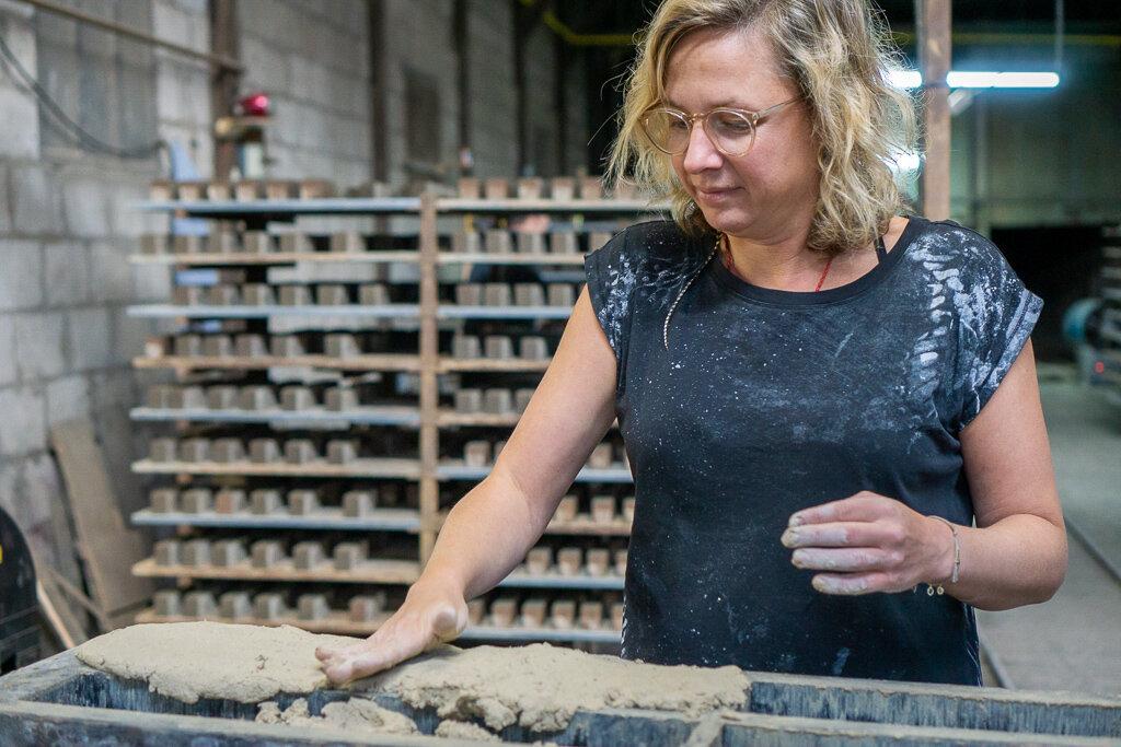 zilverschoon_factory_brickmaking_esther (10).jpg