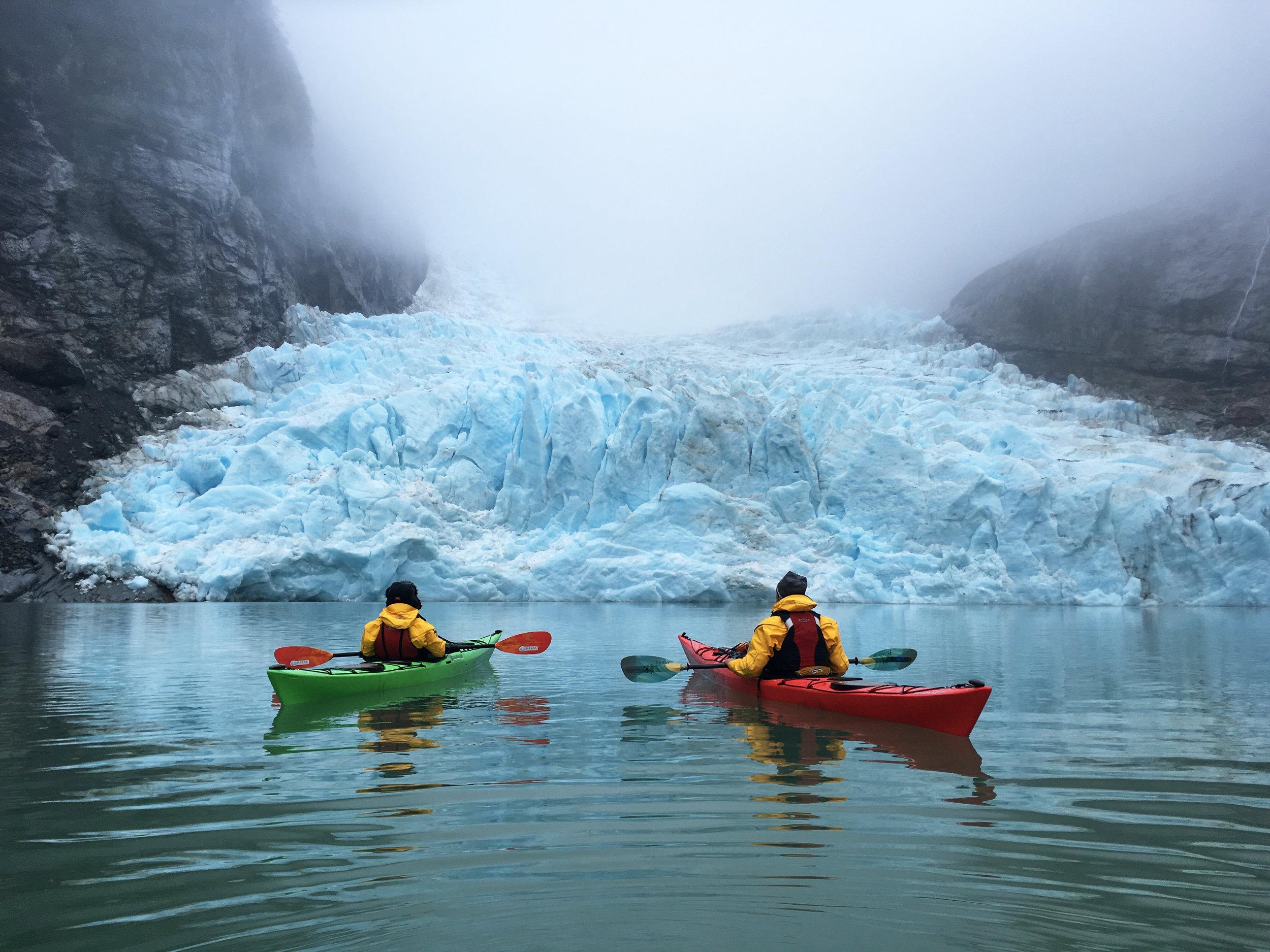 kayak en patagonia serrano glacier.jpg