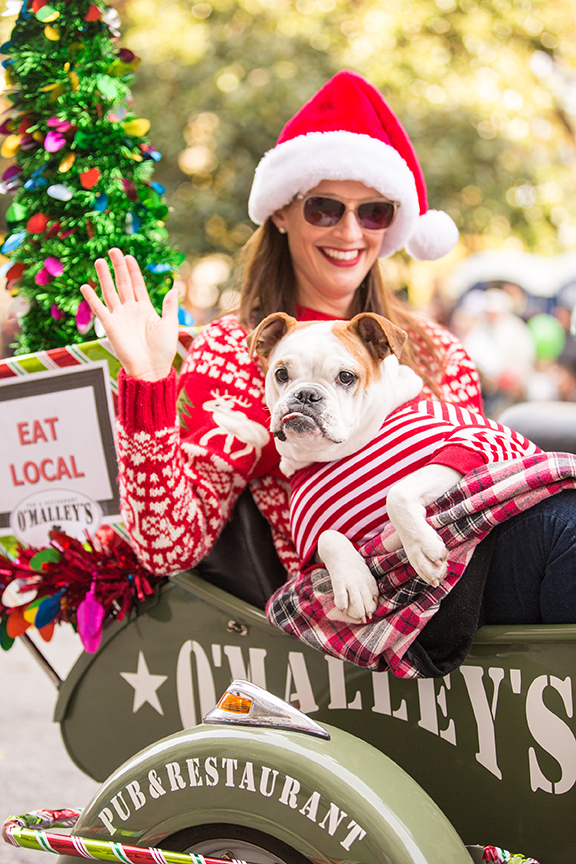 raleigh christmas parade; photo by In Between The Blinks