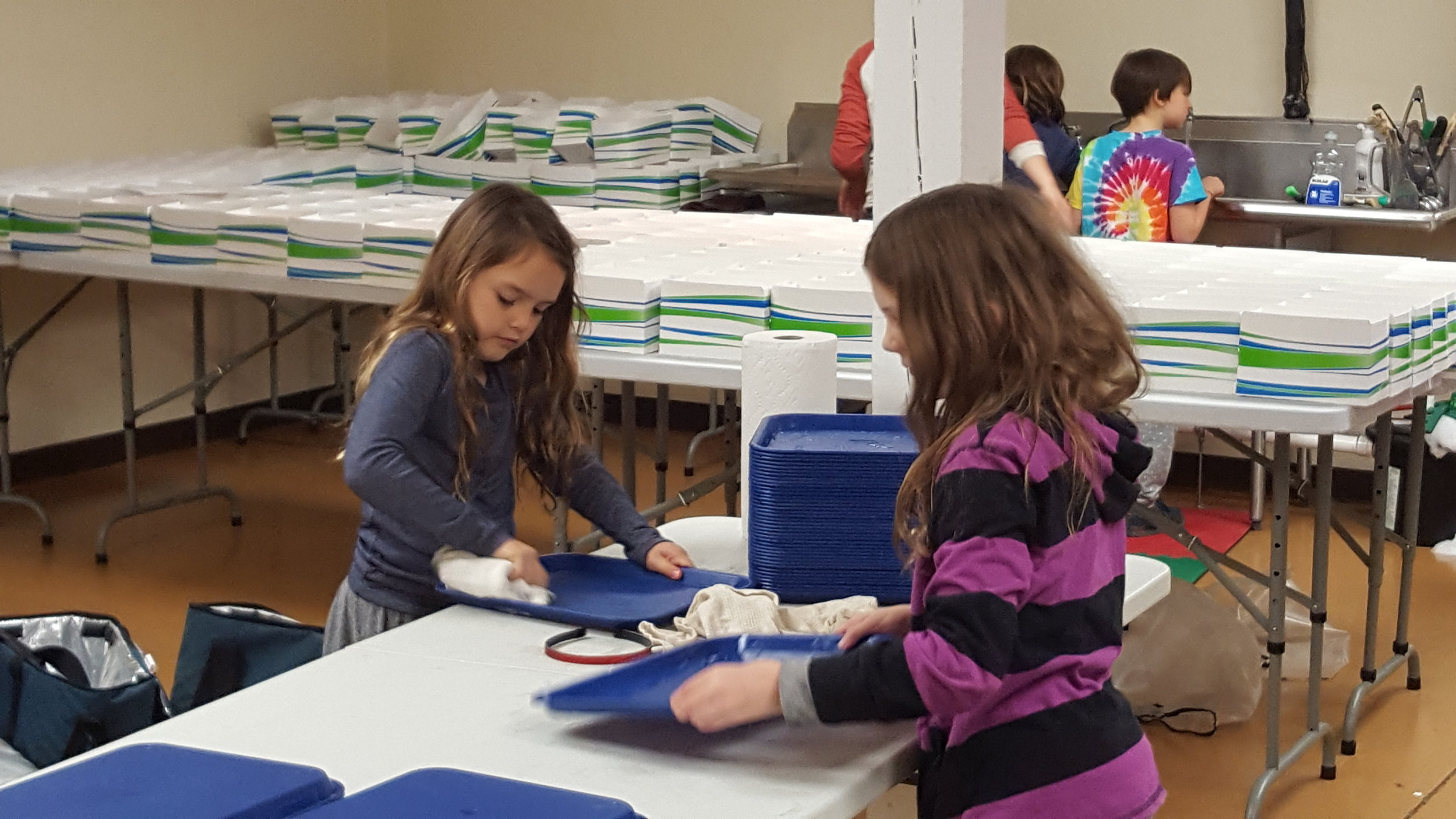 Brownie Troop 1-23-17 bag cleaning 2.jpg