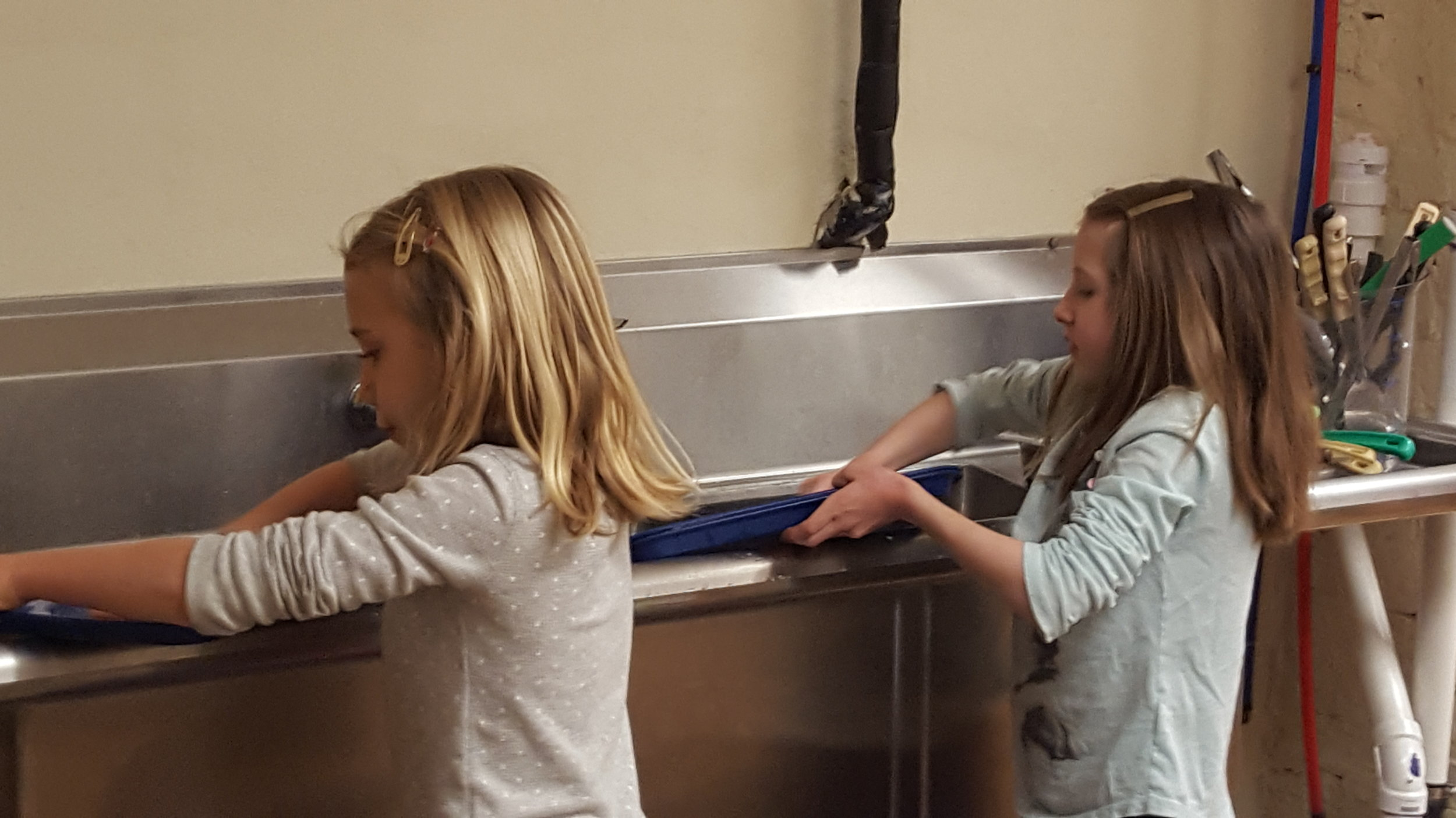 Brownie Troop 1-23-17 bag cleaning 3.jpg