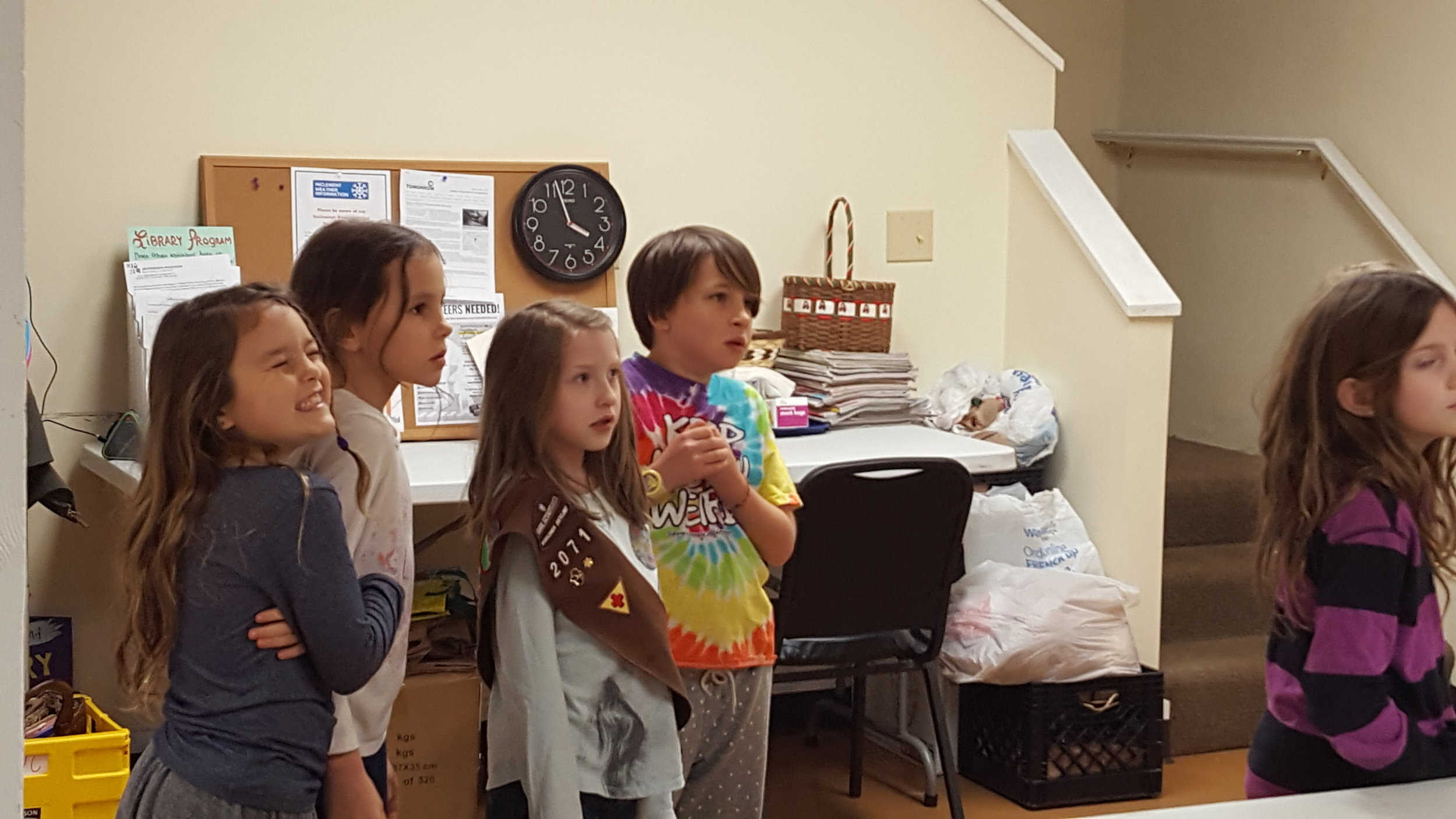 Brownie Troop 1-23-17 bag cleaning 6.jpg