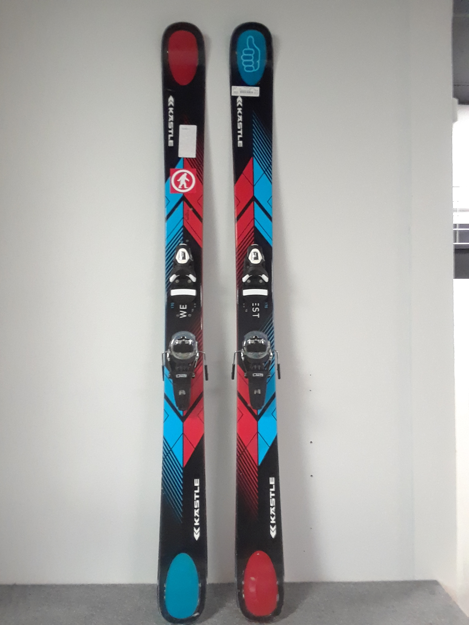 What we have here is the 2013 170 Kastle West 110 with the Rossi FKS 120 bindings. The planks are in great condition and we have this $1,000 value (including the bindings) priced at $499.