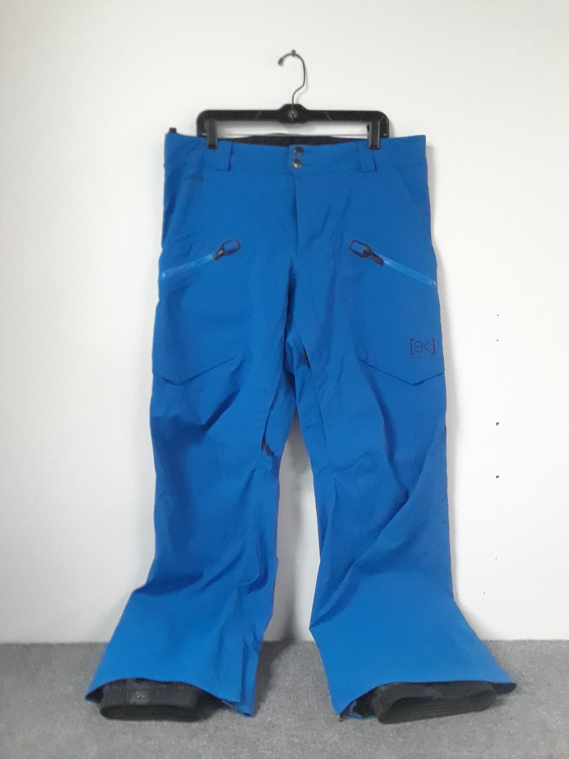 Keep the bottom half dry with these brand new Burton AK Gore-Tex pants. A $400 value priced at $199!