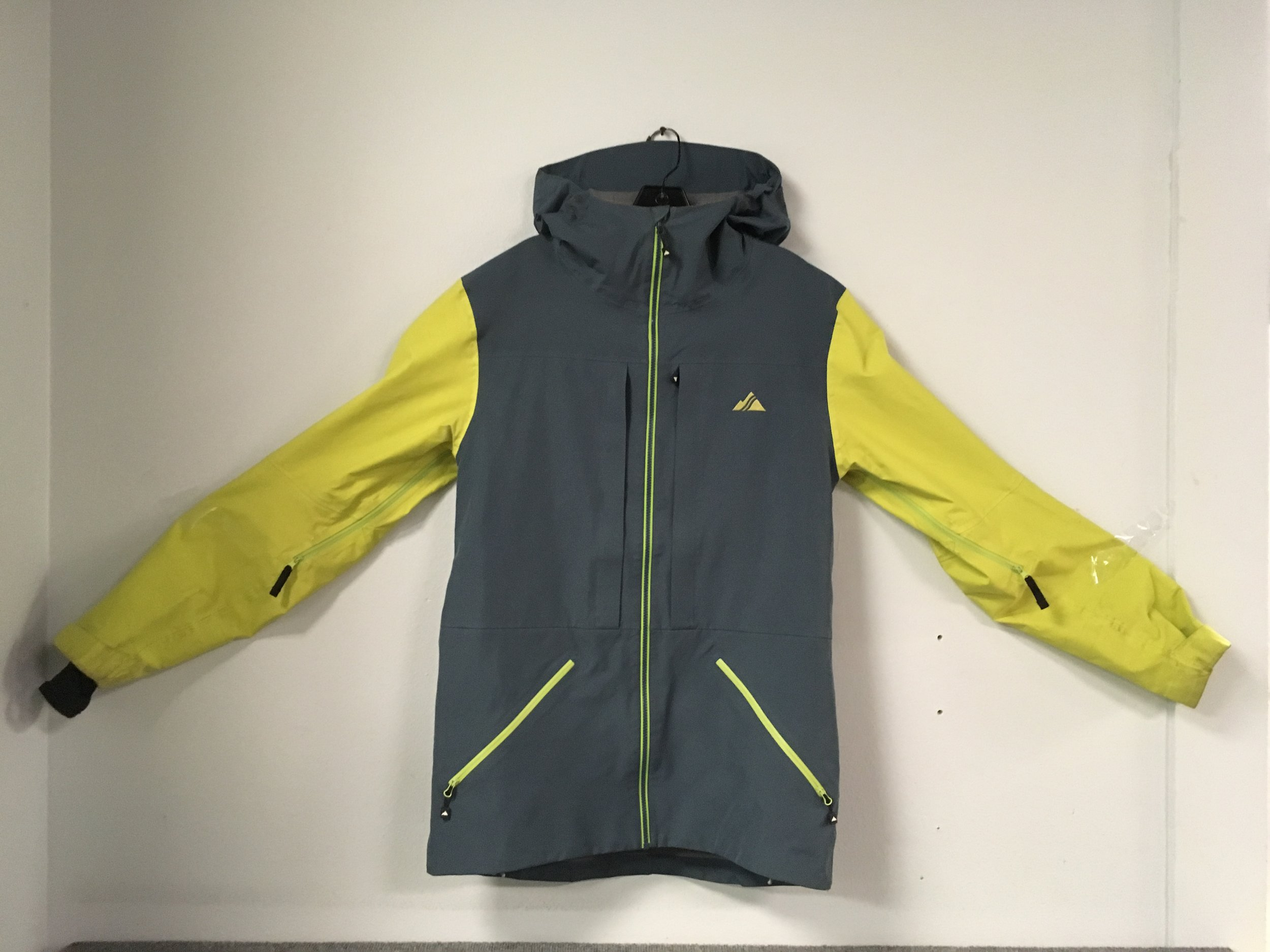 Keep it dry with Strafe's Nomad jacket featuring eVent waterproofing fabric. A $500 jacket that we have listed at $149! The size is a men's medium.