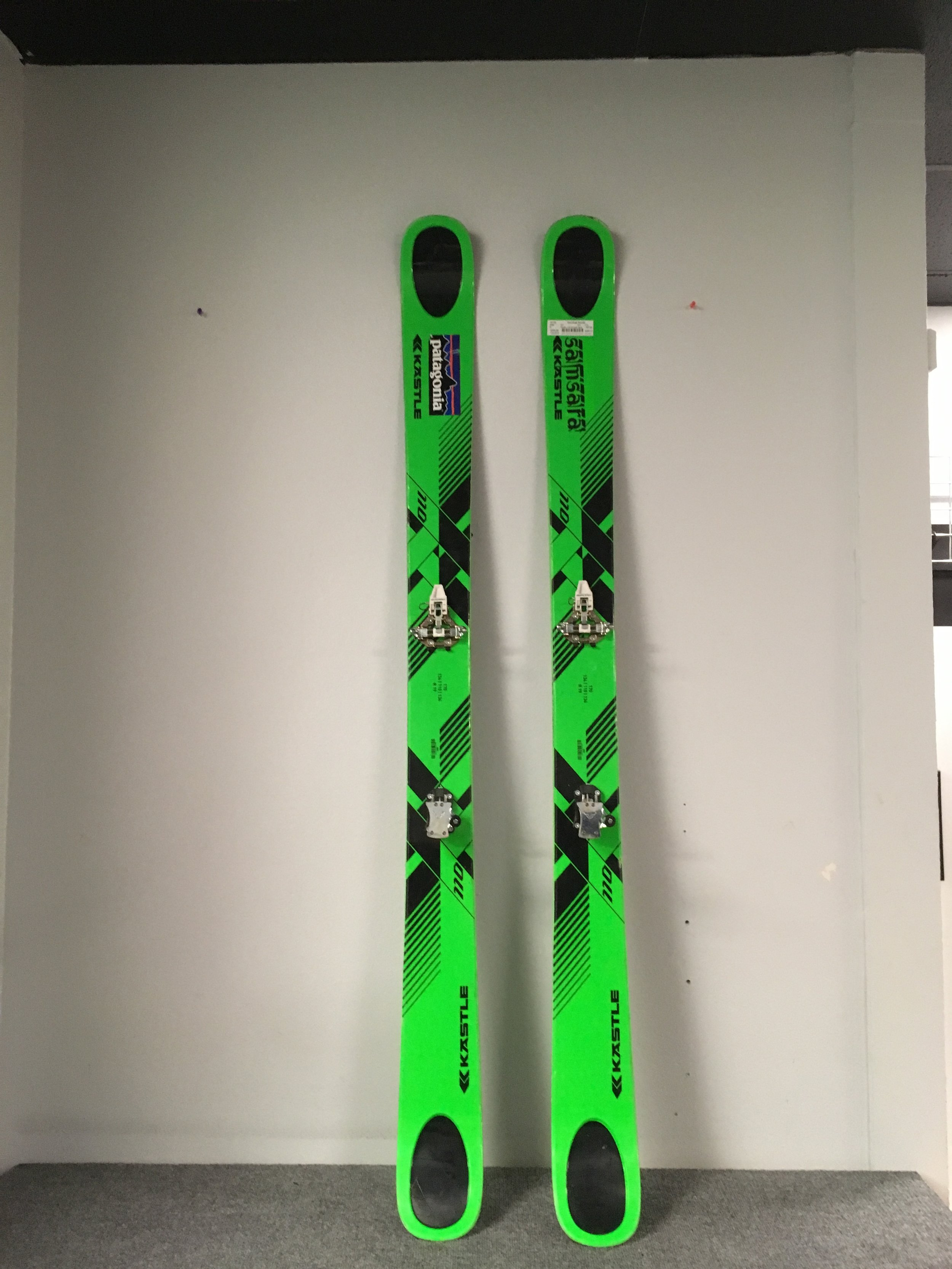 Here's a needle in a haystack. Kastle's 2016 XX 110 with Dynafit's 2013/2014 Speed bindings! Easily a $1,000 setup that we have priced at $399. The length is 170 and binding din is 4-10.