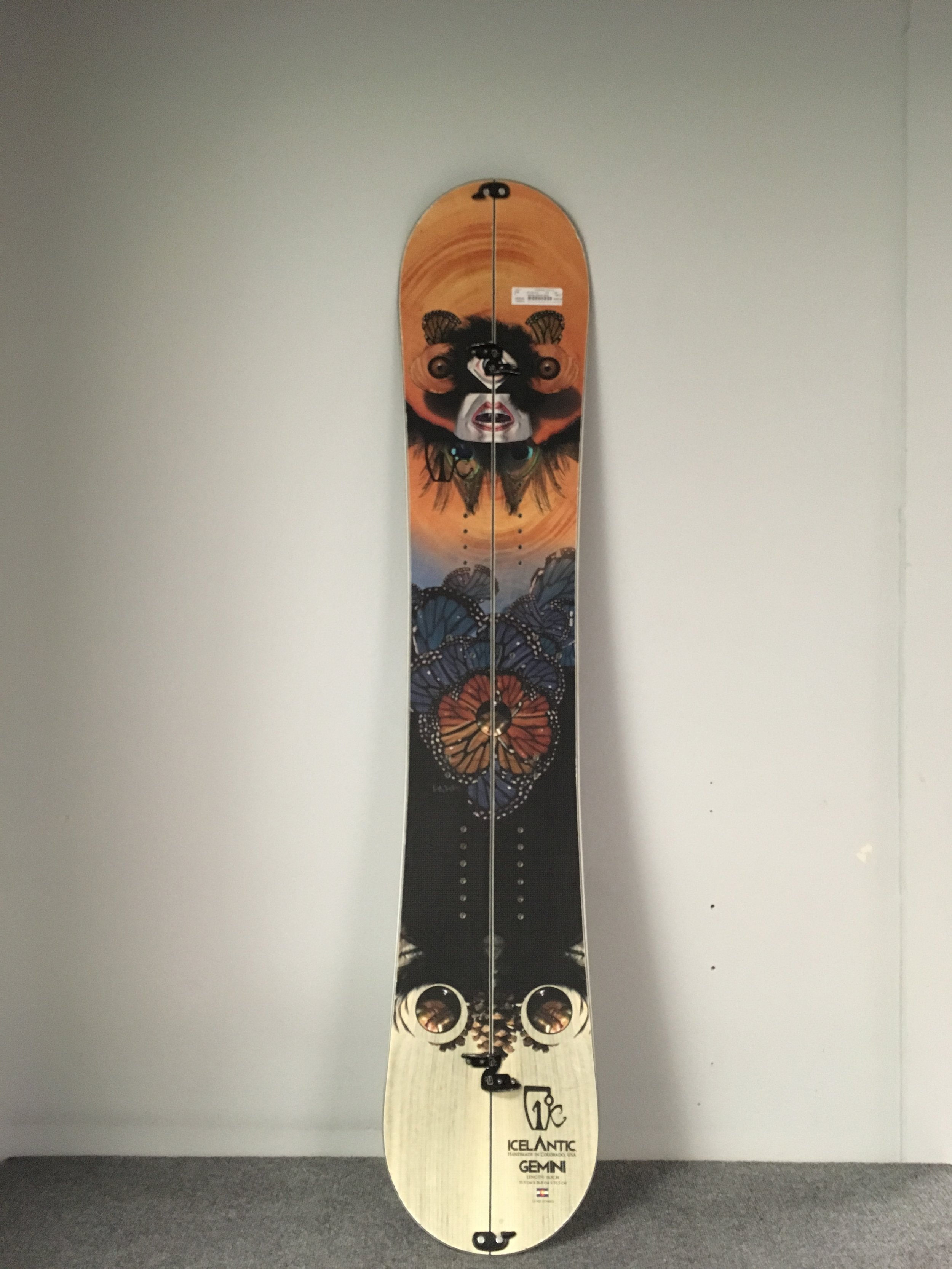 Get above the rain line with Icelantic's 163 Gemini Splitboard. The Gemini was built closely with Never Summer so you can expect all the similar features to NS boards, such as, carbonium top-sheet, rocker/camber profile, and bombproof materials. This board retails at $1,000 but we can you touring for $499!