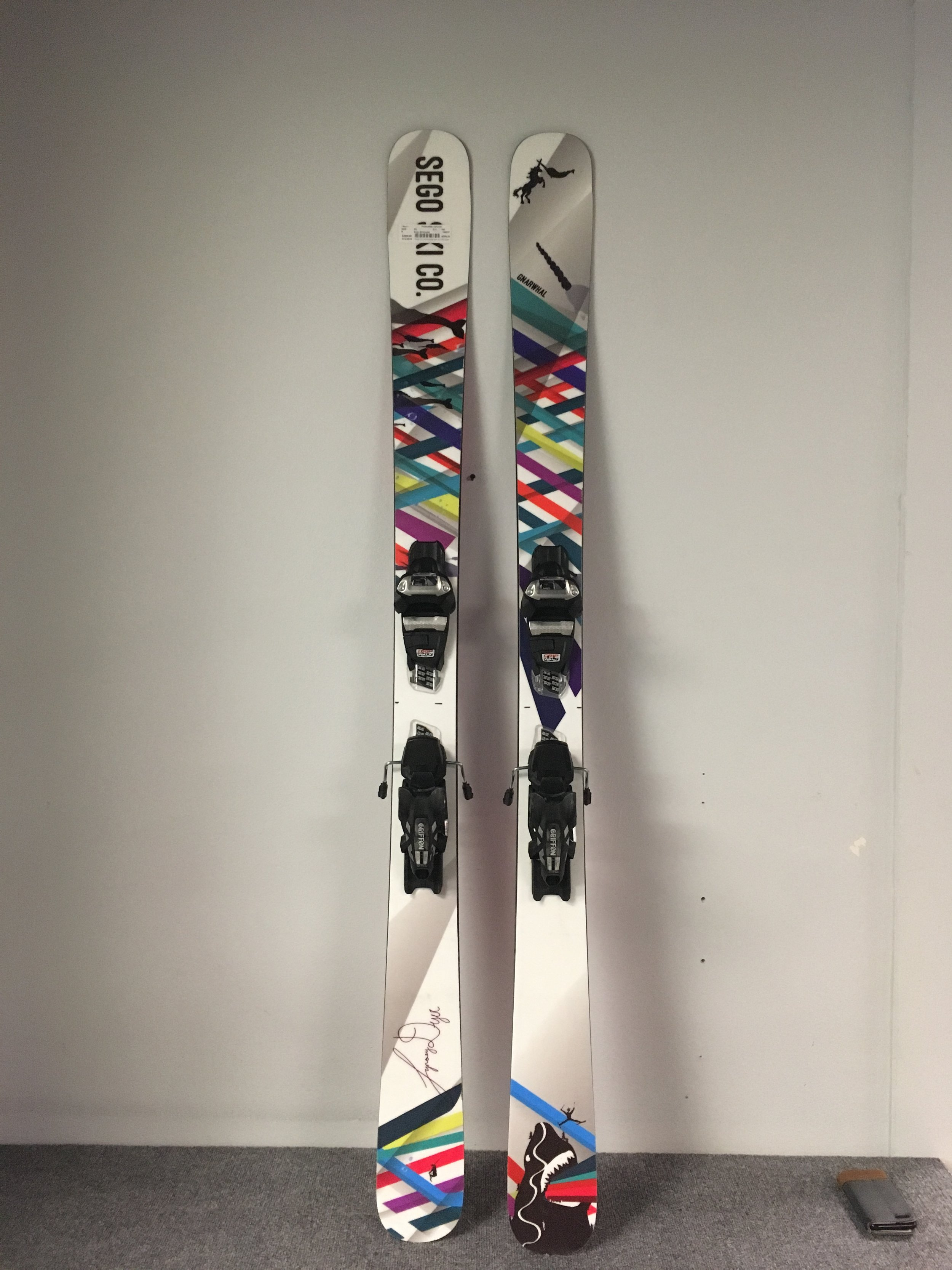 Here's you daily driver from Sego! Being 100mm under foot the Gnarwhal is a quiver killer for both on and off piste skiing. The planks new run for $800 but we can get you skiing for $400! The length is 165.