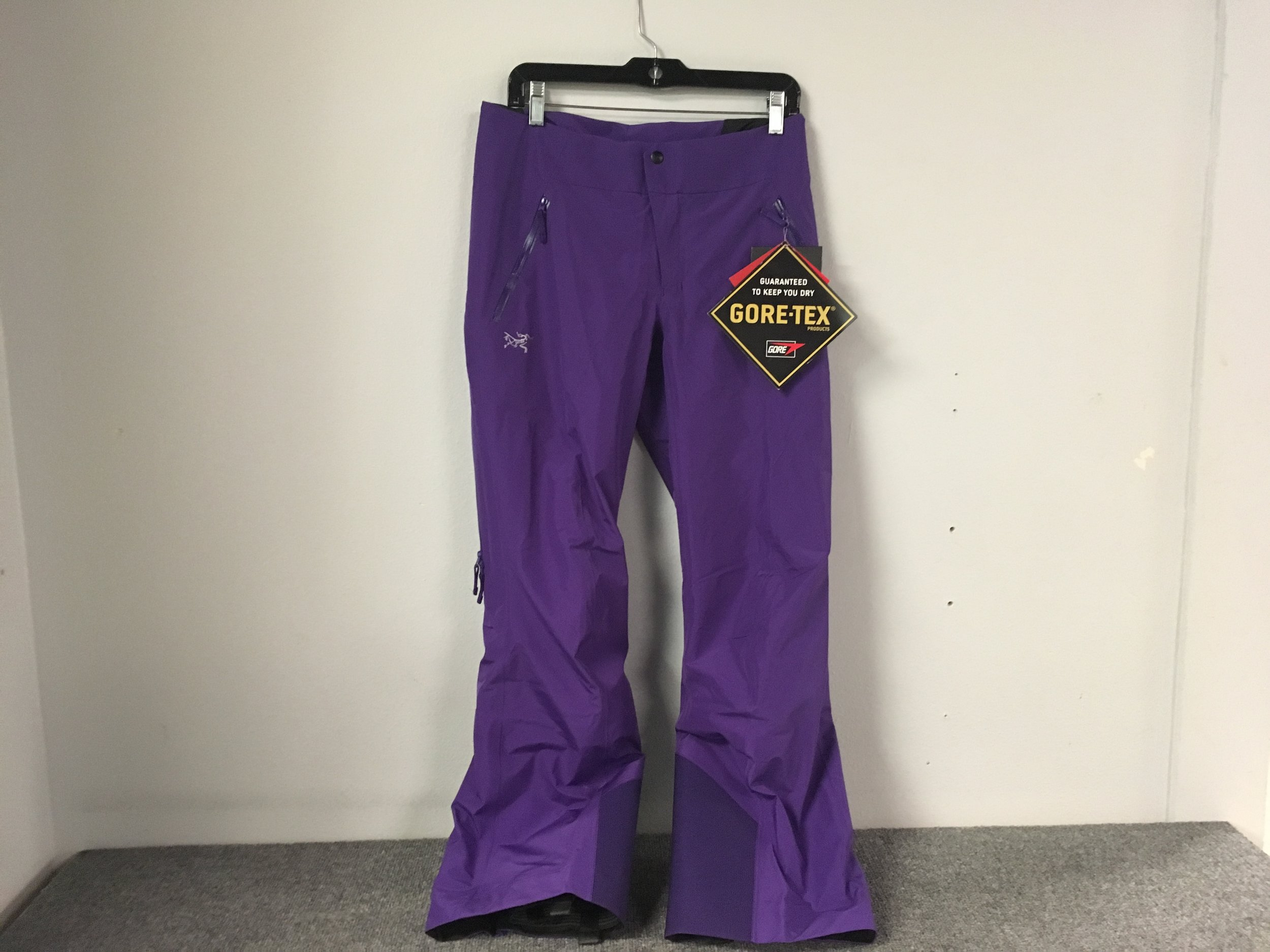 By combining Coreloft insulation and the durability/waterproofing of Gore-Tex fabric, Arcteryx has hit the nail on the head once again with their Kakeela pants! The retail price is listed at $525 but we got you covered at $288. The size is a women's 4.