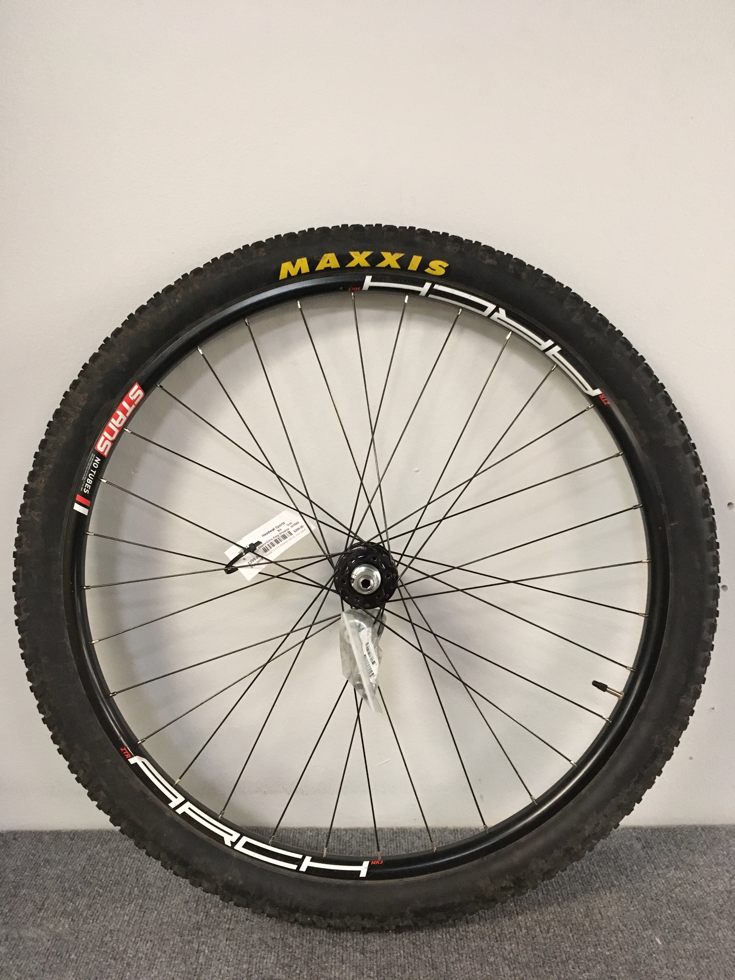 Here's a rear wheel set featuring Chris King ISO 135 Fun Bolt rear hub, stans arch rim, and Maxxis Ardent tire. The MSRP value is well over $600 but we can get you rolling for $300!