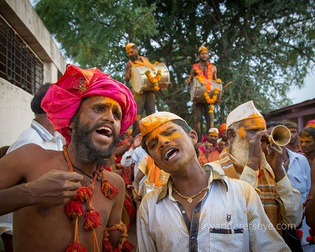 Celebrations at a Dhangar community festival in the rolling hills of a rural, post monsoon, Maharashtra. ⠀⠀⠀⠀⠀⠀⠀⠀⠀ ⠀⠀⠀⠀⠀⠀⠀⠀⠀ They emerge from the dancing pavilion covered in turmeric powder that clings emotionally to tired and sweaty bodies. They then raise two drummers, like heroes, onto their shoulders. Marching out of the complex in a joyous mass, amidst the thunder of wooden drums, Dhangar community pride rises up to the heavens in full throated song.⠀⠀⠀⠀⠀⠀⠀⠀⠀ ⠀⠀⠀⠀⠀⠀⠀⠀⠀ Thank you to the amazing award winning photographer @sudharakolwe. Follow him for his powerful award winning documentary work.