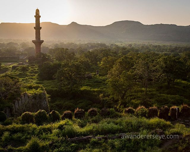 The 30 meter high Chand Minar tower stands sentry to the abandoned and crumbling Daulatabad Fort, once the center of royal power in India. ⠀⠀⠀⠀⠀⠀⠀⠀⠀ ⠀⠀⠀⠀⠀⠀⠀⠀⠀ In 1328 AD Muhammad bin Tughlaq of the Delhi Sultanate, (a string of conquering Islamic rulers who ruled much of India for the roughly 320 years before the Mughal's invaded) decided to move his capital and rename Devgiri, in central India near present day Aurangabad, Maharasthra. ⠀⠀⠀⠀⠀⠀⠀⠀⠀ ⠀⠀⠀⠀⠀⠀⠀⠀⠀ Apparently fresh water proved the undoing of this venture and the capital was returned to Delhi a few short years later.