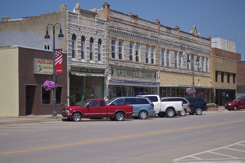 Source: Grinnell, Iowa by Aaron Tait. Wikipedia