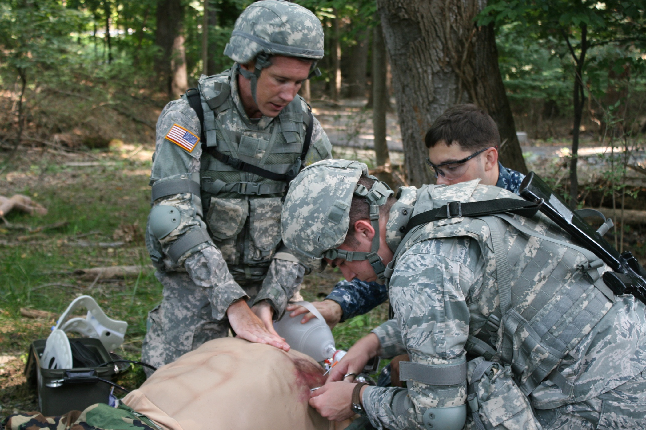 Soldiers trauma training in field.jpg