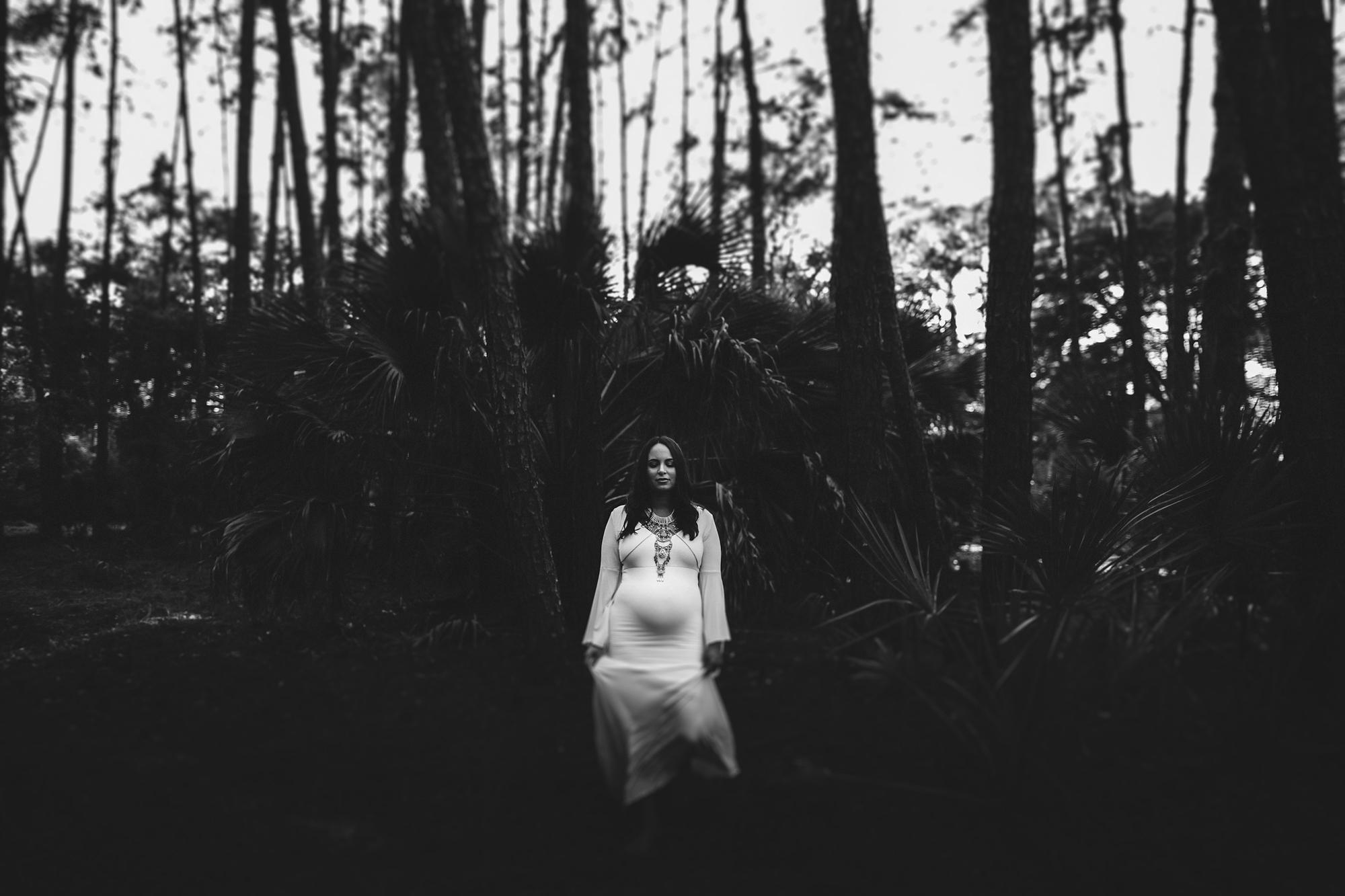 black and white maternity photo, maternity session outside, palm harbor fl