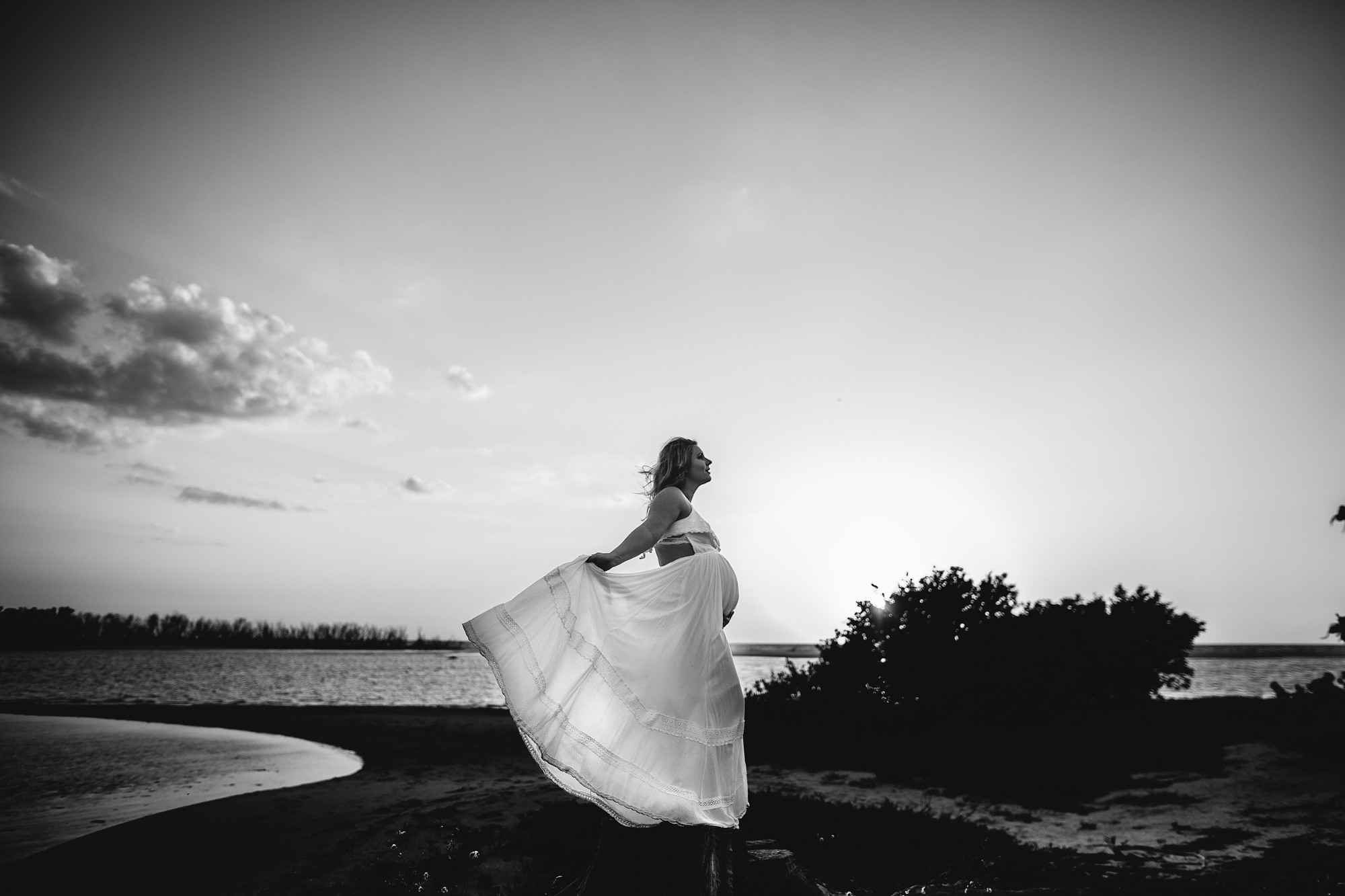 black and white pregnancy photographer, fine art maternity photos tampa