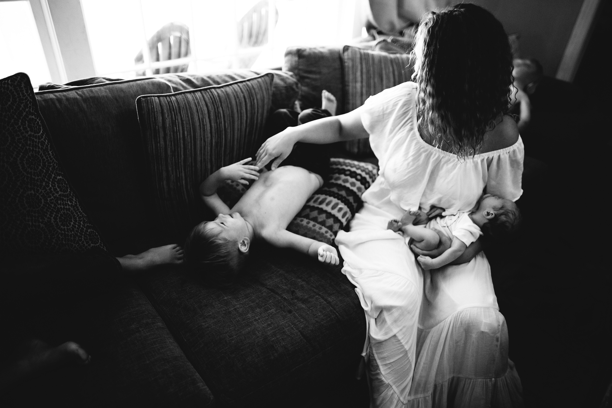 fun newborn photos in home with family, pinellas county fl portrait photographer