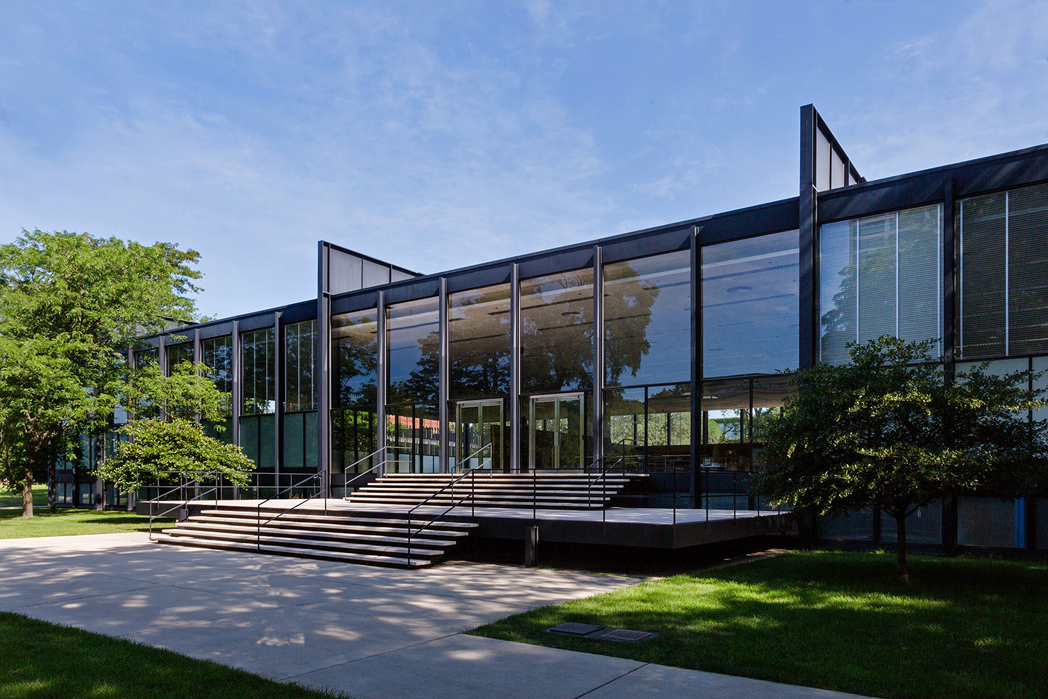 Crown Hall / Illinois Insitute of Technology / Mies van der Rohe