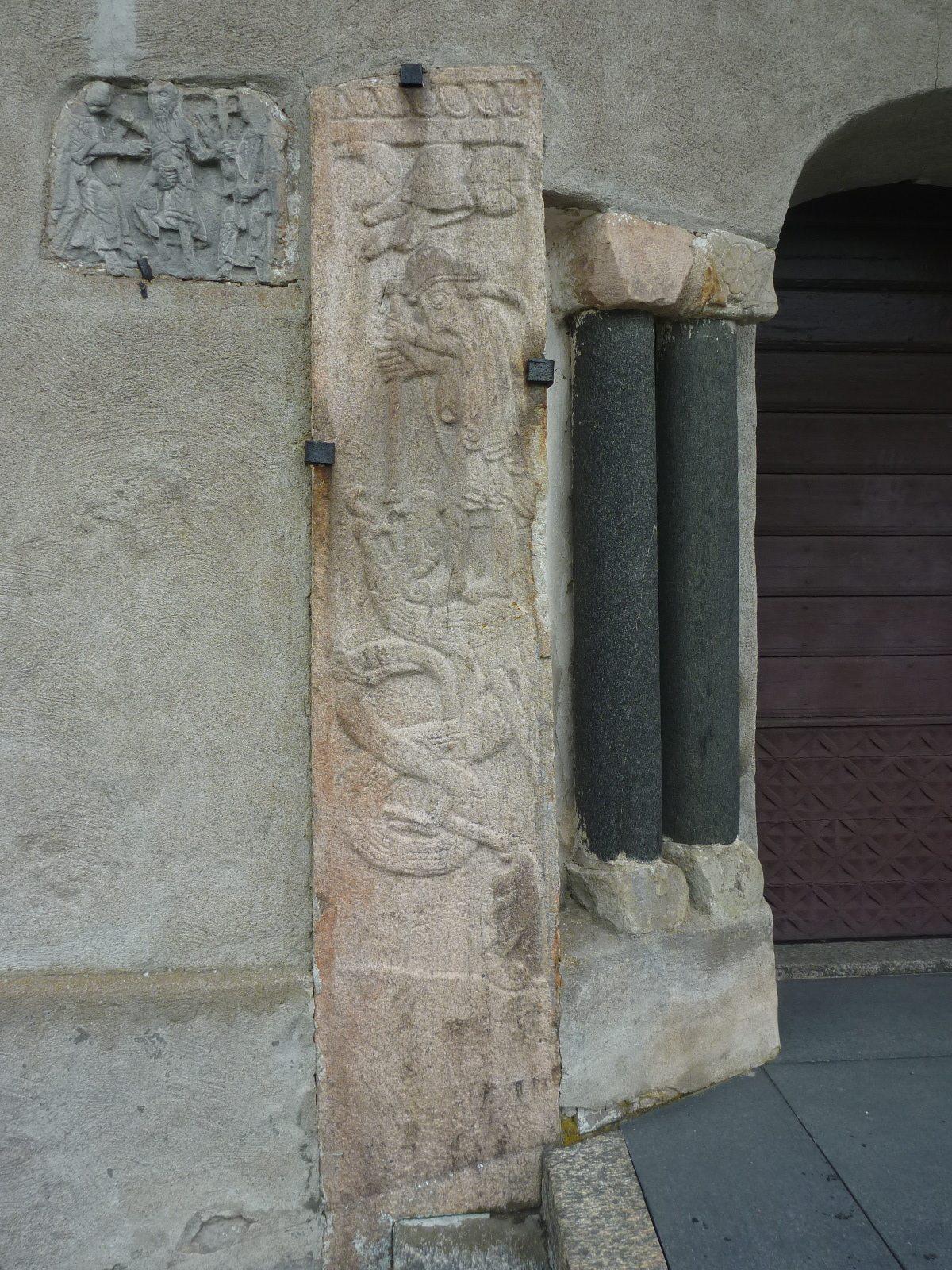 4 Sankt Göran- och Tomas-relieferna före rengöring.jpg