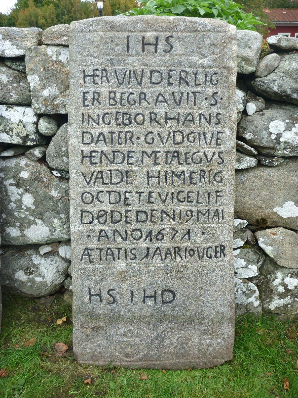 Efter rengöring kunde inskriptioner tydas och fyllas i