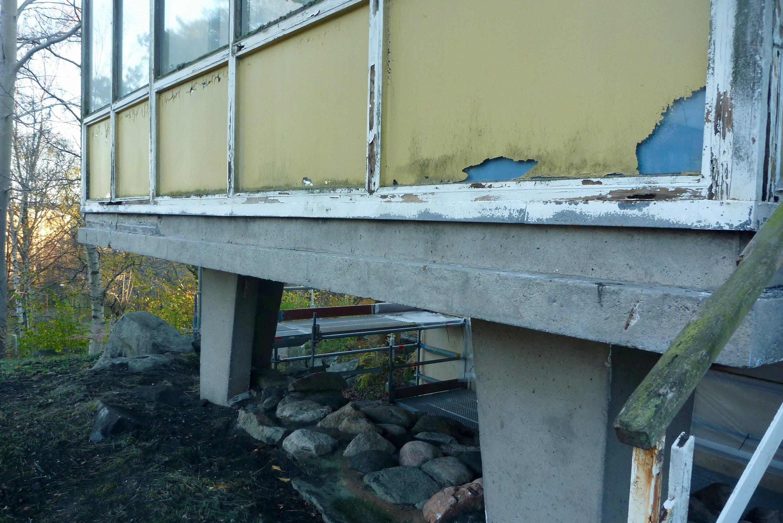 8 färgskicktet bortblästrat och den rena betongyta är frilagd.jpg