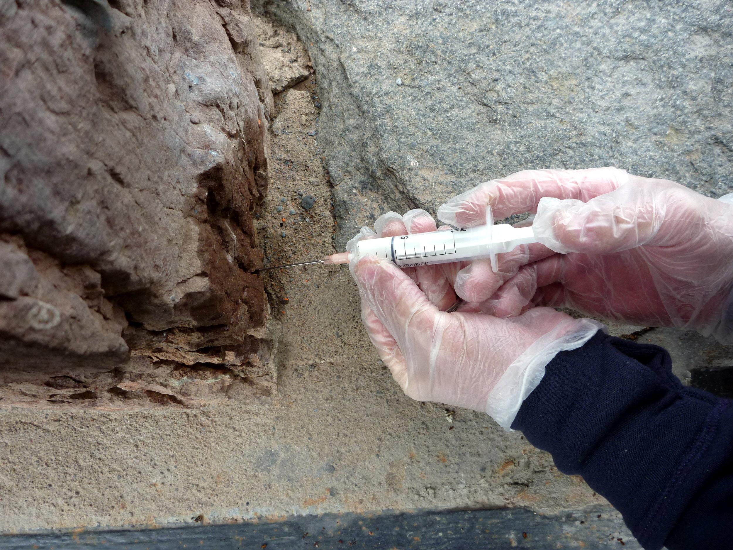 Injektionsbruk användes i djupa sprickor