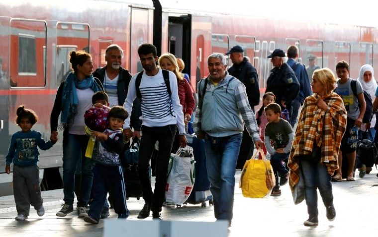 Hundreds of Muslim Refugees Convert to Christianity