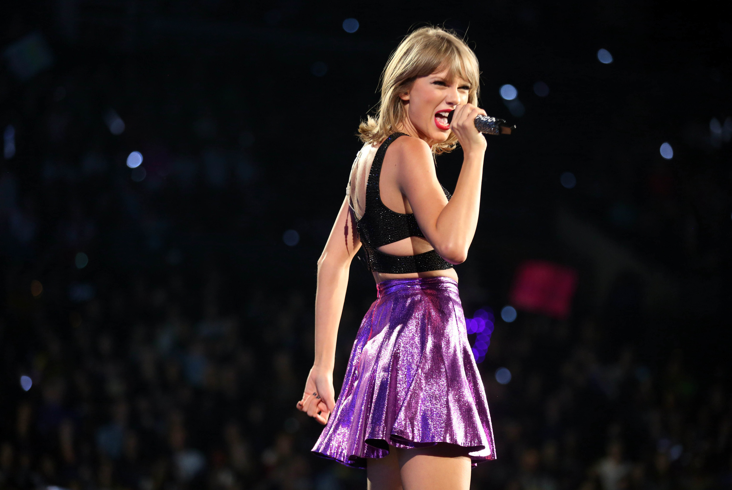 """In this Aug. 22, 2015, file photo, Taylor Swift performs during the """"1989"""" world tour at Staples Center in Los Angeles. (AP)"""