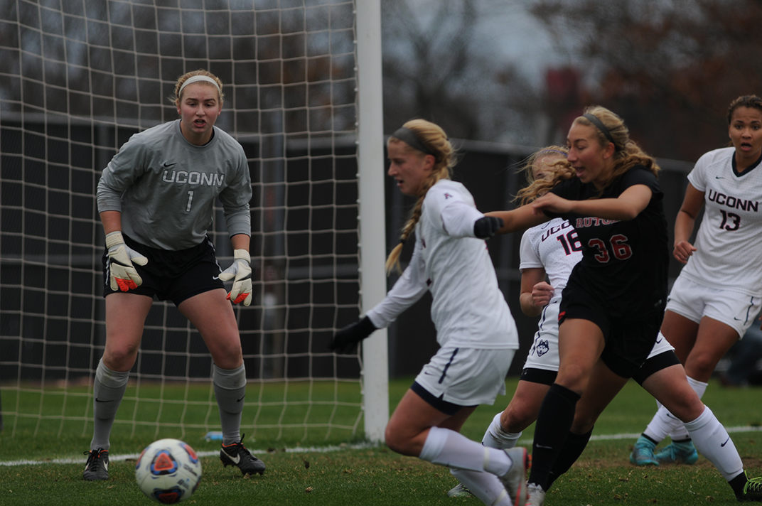 UConn junior goalkeeper Emily Armstrong marshals the defense during the Huskies' Sweet 16 game against Rutgers in Piscataway, New Jersey on Sunday, Nov. 22, 2015. (Bailey Wright/The Daily Campus)