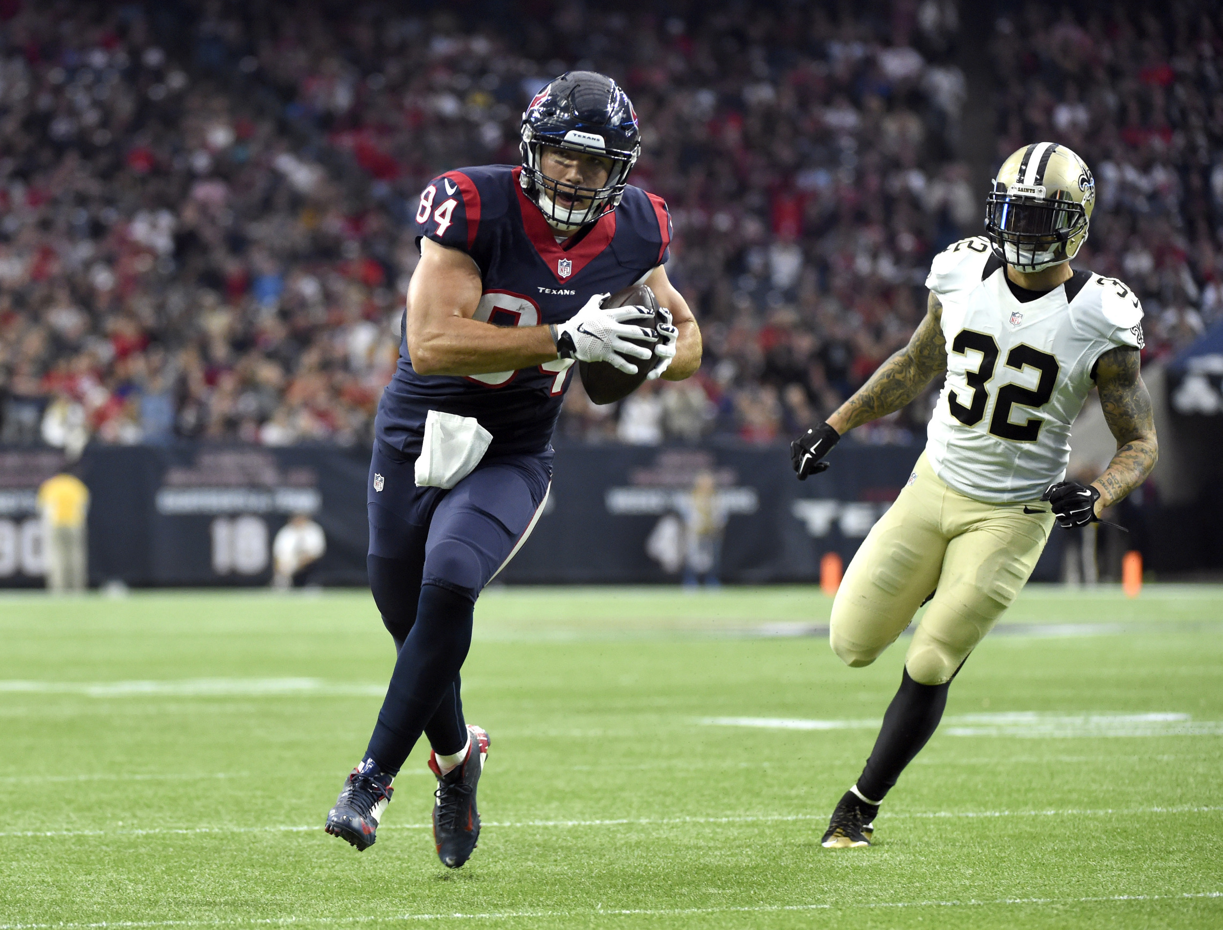 Houston Texans tight end Ryan Griffin (84) runs toward the end zone to score a touchdown after catching a pass as New Orleans Saints strong safety Kenny Vaccaro (32) defends during the first quarter of an NFL football game, Sunday, Nov. 29, 2015, in Houston. (Eric Christian Smith/AP)
