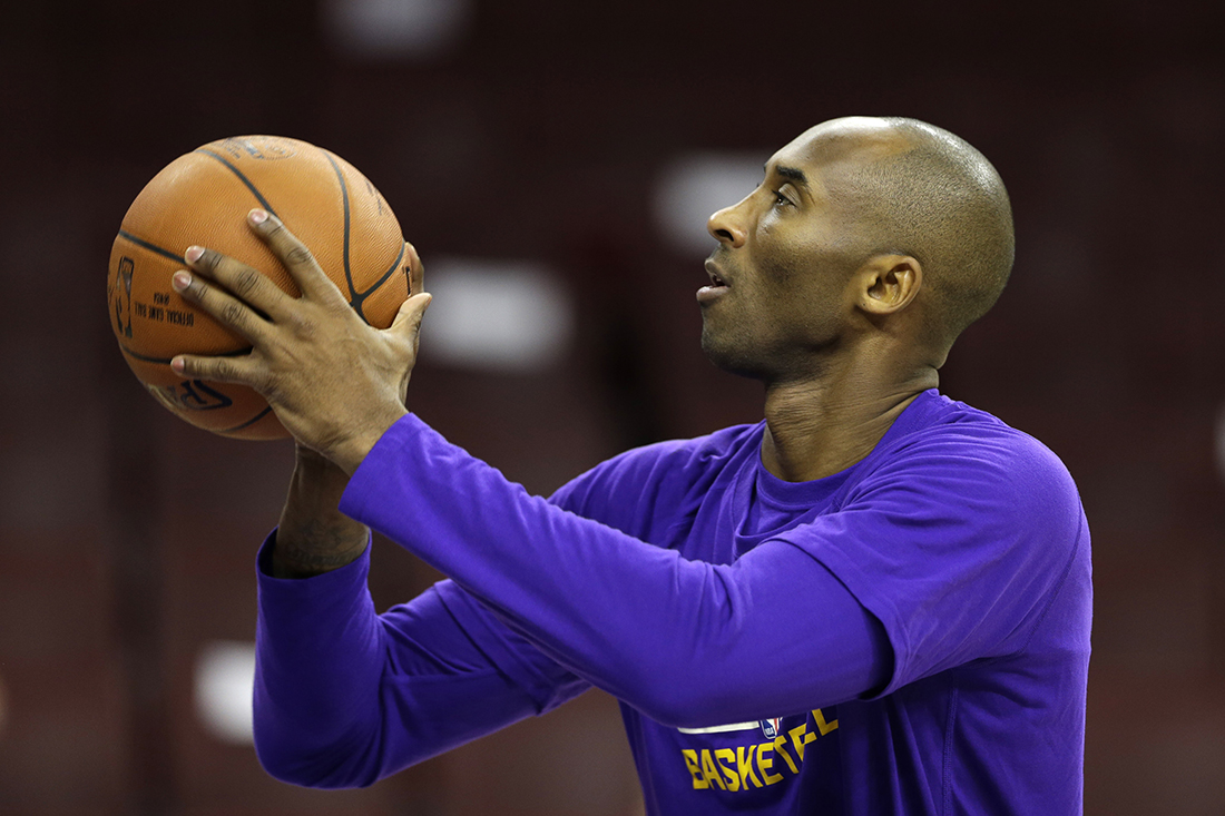 Los Angeles Lakers' Kobe  Bryant practices ahead of a basketball game against the Philadelphia 76ers Tuesday, Dec. 1, 2015, in Philadelphia. (AP).