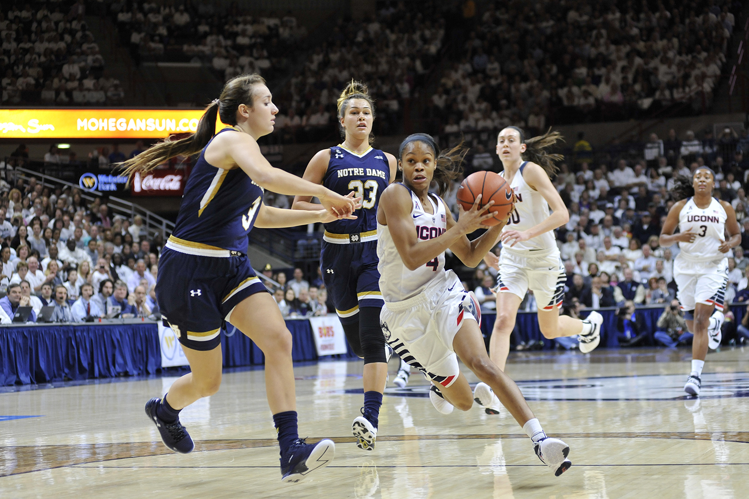 UConn women's basketball senior guard Moriah Jefferson is seen driving toward the basket during the Huskies' game against No. 3 Notre Dame at Gampel Pavilion in Storrs, Connecticut on Saturday, Dec. 5, 2015. (Jason Jiang/The Daily Campus)