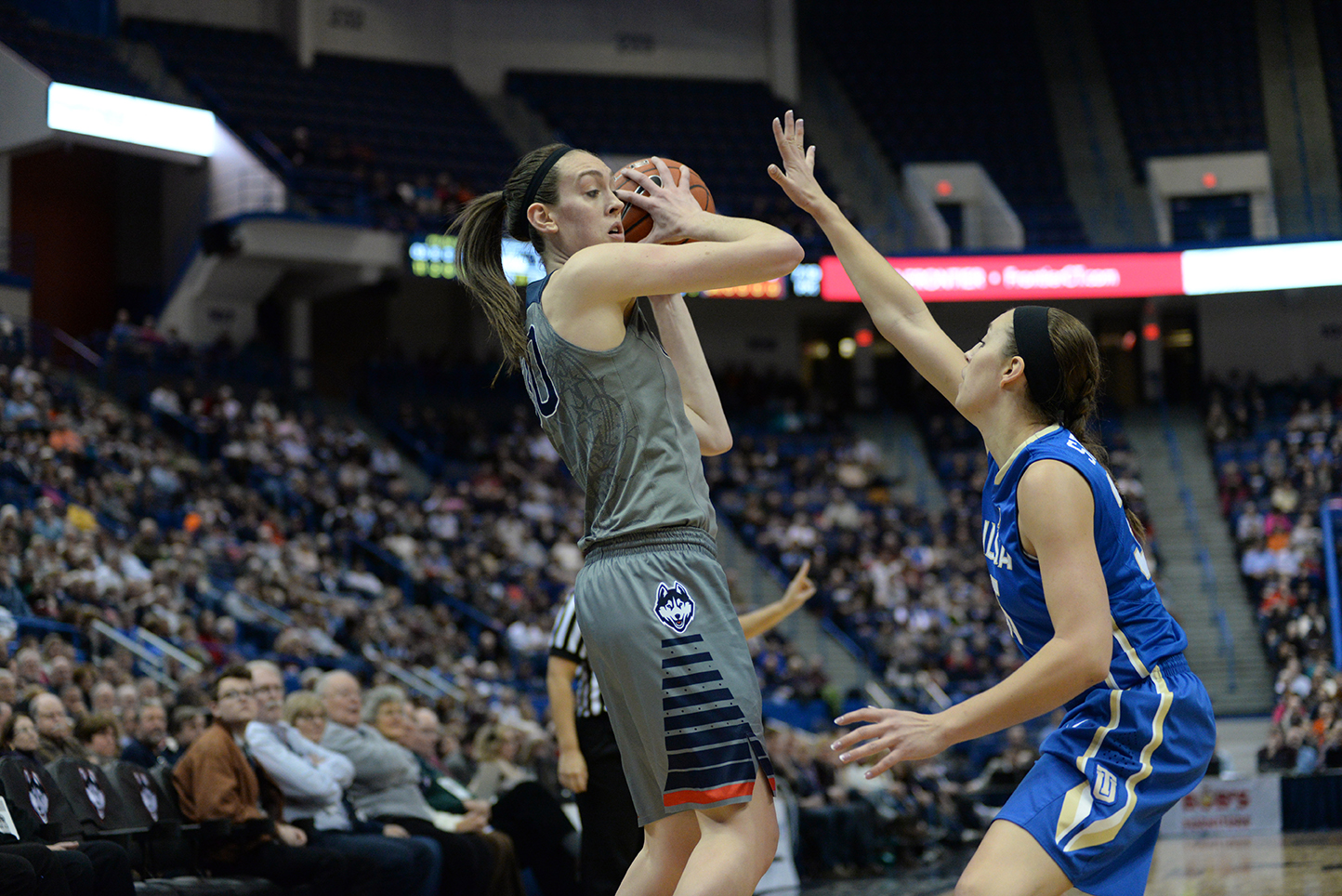 Forward Breanna Stewart checks out the defense during UConn's 95-35 victory. Stewart was recently named a finalist for a spot on Team USA in the 2016 Olympics. (Ashley Maher/The Daily Campus)