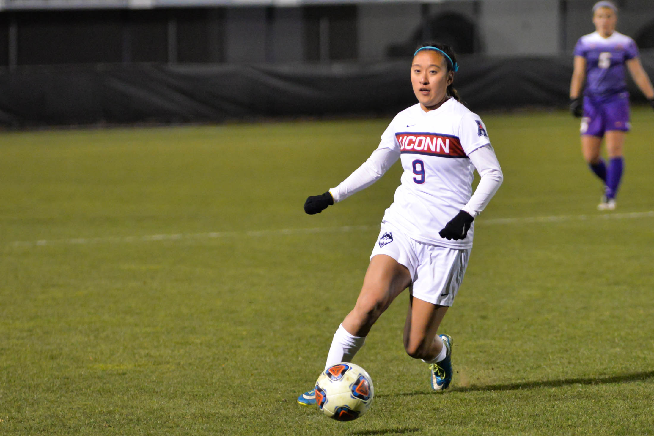 Forward Shay Nakahira (9) moves down the hall during the Huskies 4-2 victory over the UAlbany Great Danes on Saturday evening. (Amar Batra/The Daily Campus)