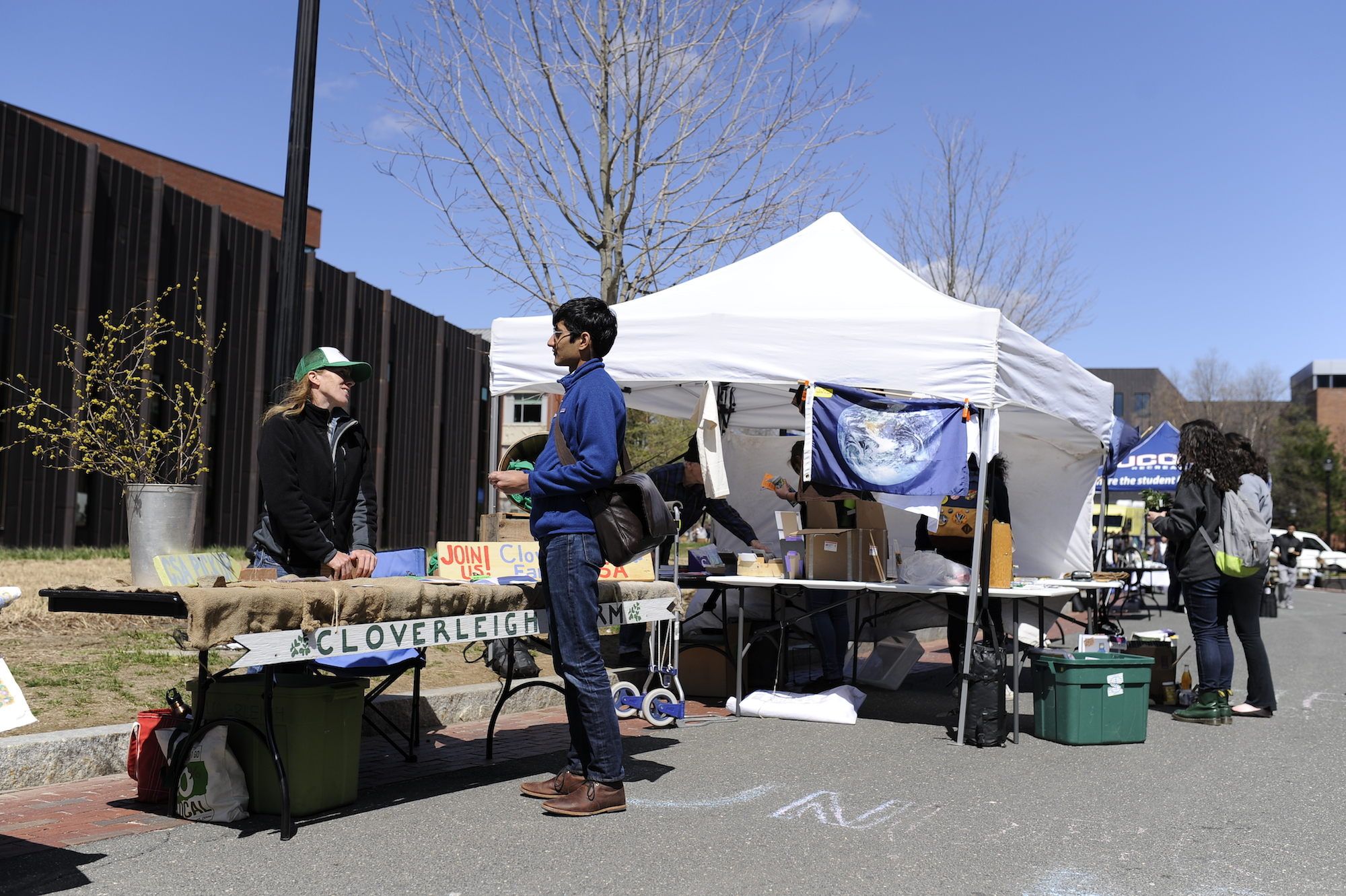 Students gather to interact with a multitude of eco-friendly exhibitors and vendors on Earth Day, April 19, 2016. The event hosts an outdoor zero-waste barbecue catered by Dining Services featuring vegan/vegetarian and sustainable food options. (Jason Jiang/The Daily Campus)