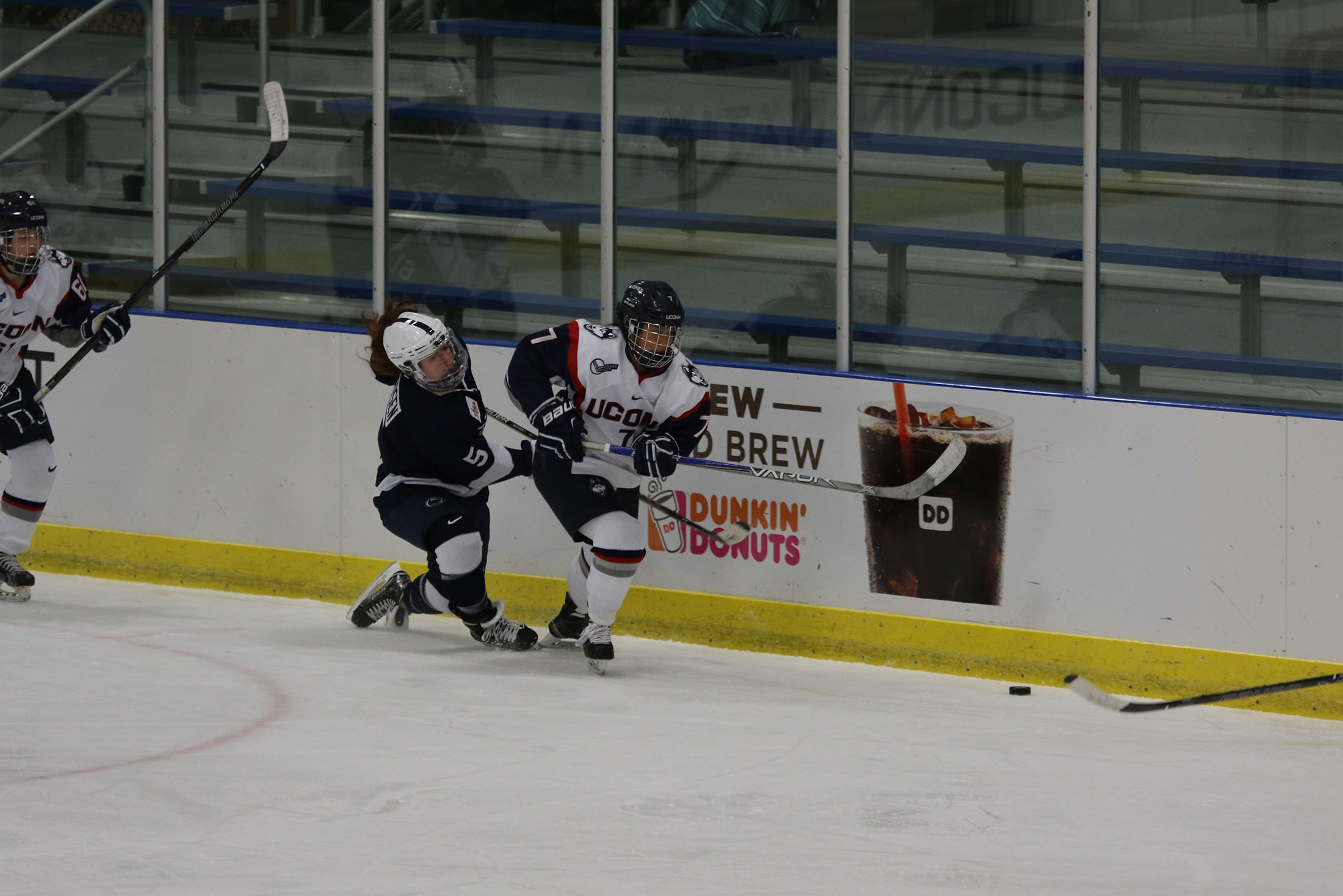 UConn women's hockey completed the first half of the season this weekend. Huskies are 9-6-3 and 4-3-1 against their Hockey East opponents. (Ruohan Li/The Daily Campus)